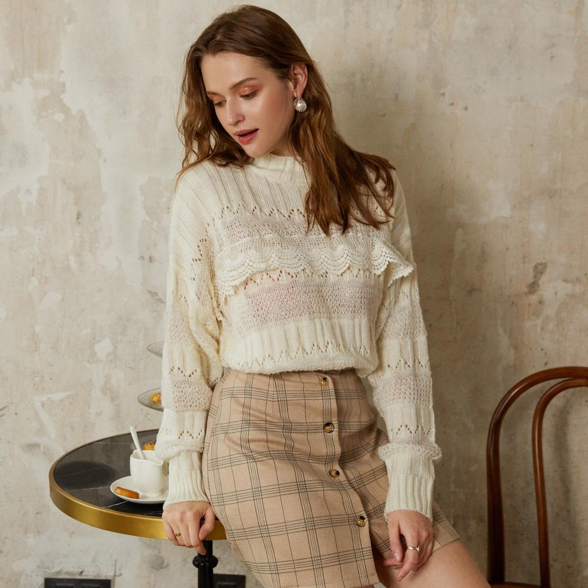 вязаный свитер с кружевной отделкой и воротником-стойкой