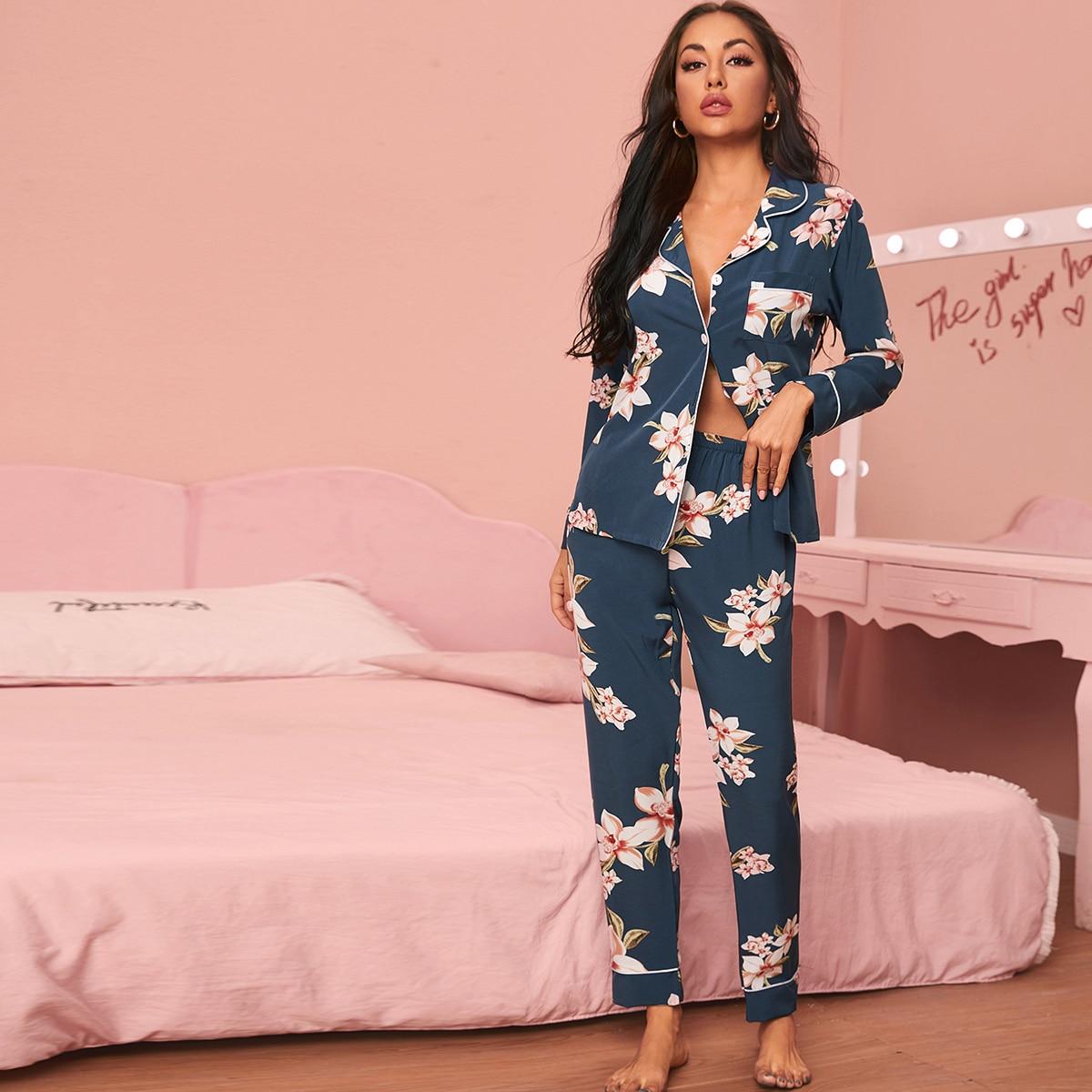 Пижама с контрастной отделкой и цветочным принтом