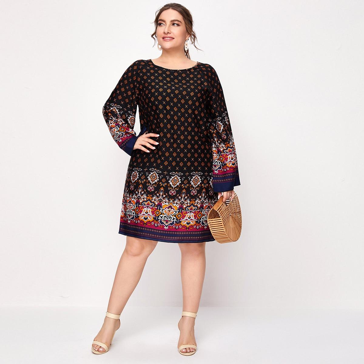Платье размера плюс с геометрическим принтом