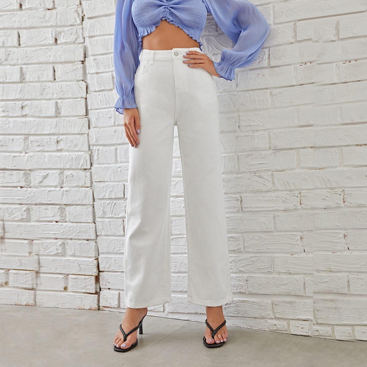 Однотонные прямые джинсы с высокой талией