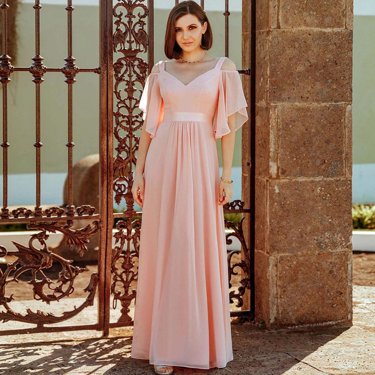Макси платье с открытыми плечами и оригинальными рукавами
