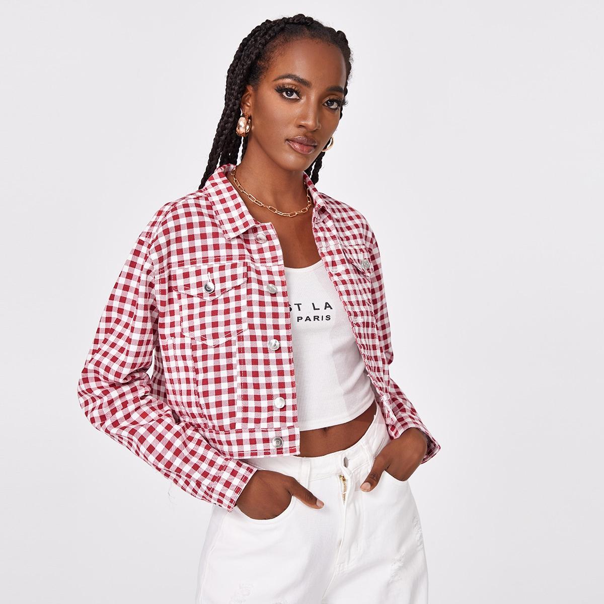 Короткая джинсовая блуза в клетку с карманом