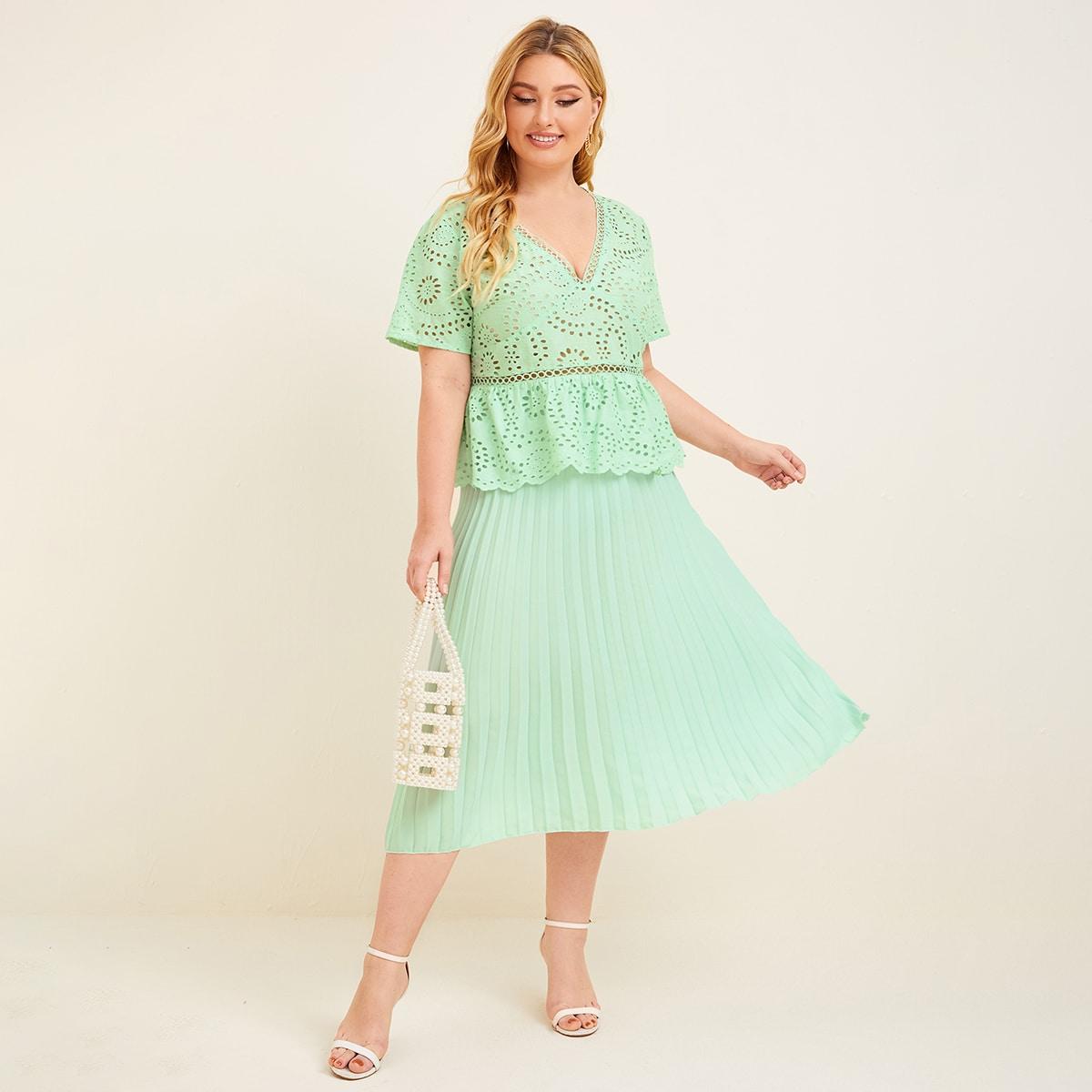 Плиссированная юбка и топ размера плюс с кружевной вставкой