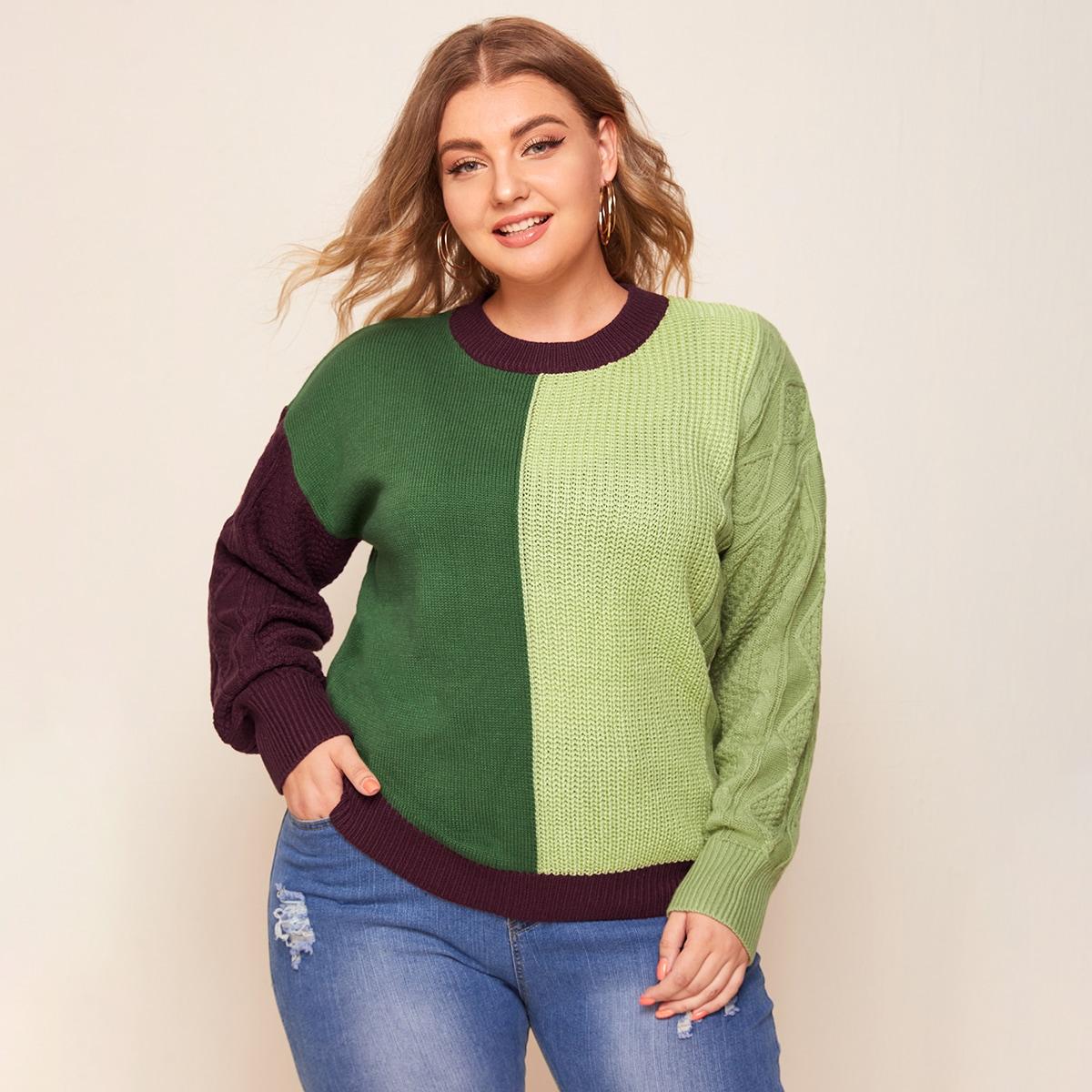 Контрастный вязаный свитер размера плюс