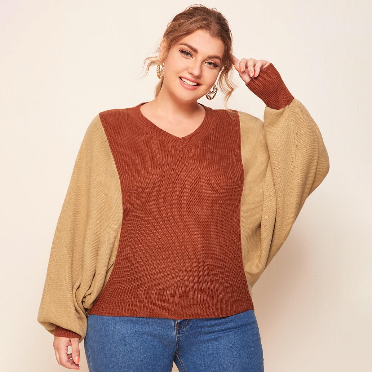 Двухцветный свитер размера плюс