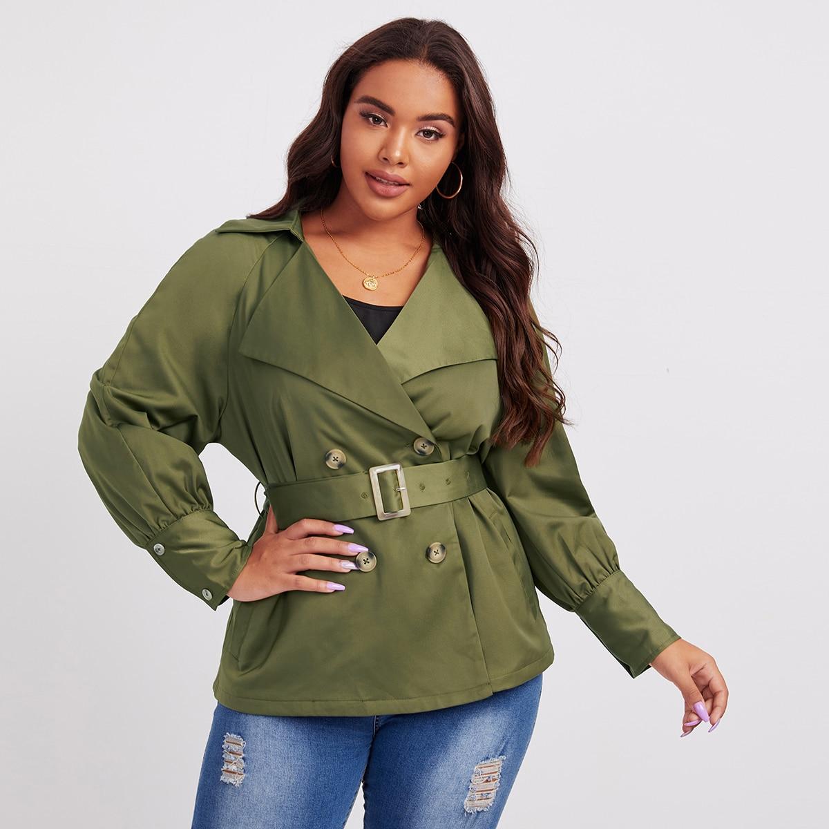 Двубортная куртка размера плюс с поясом