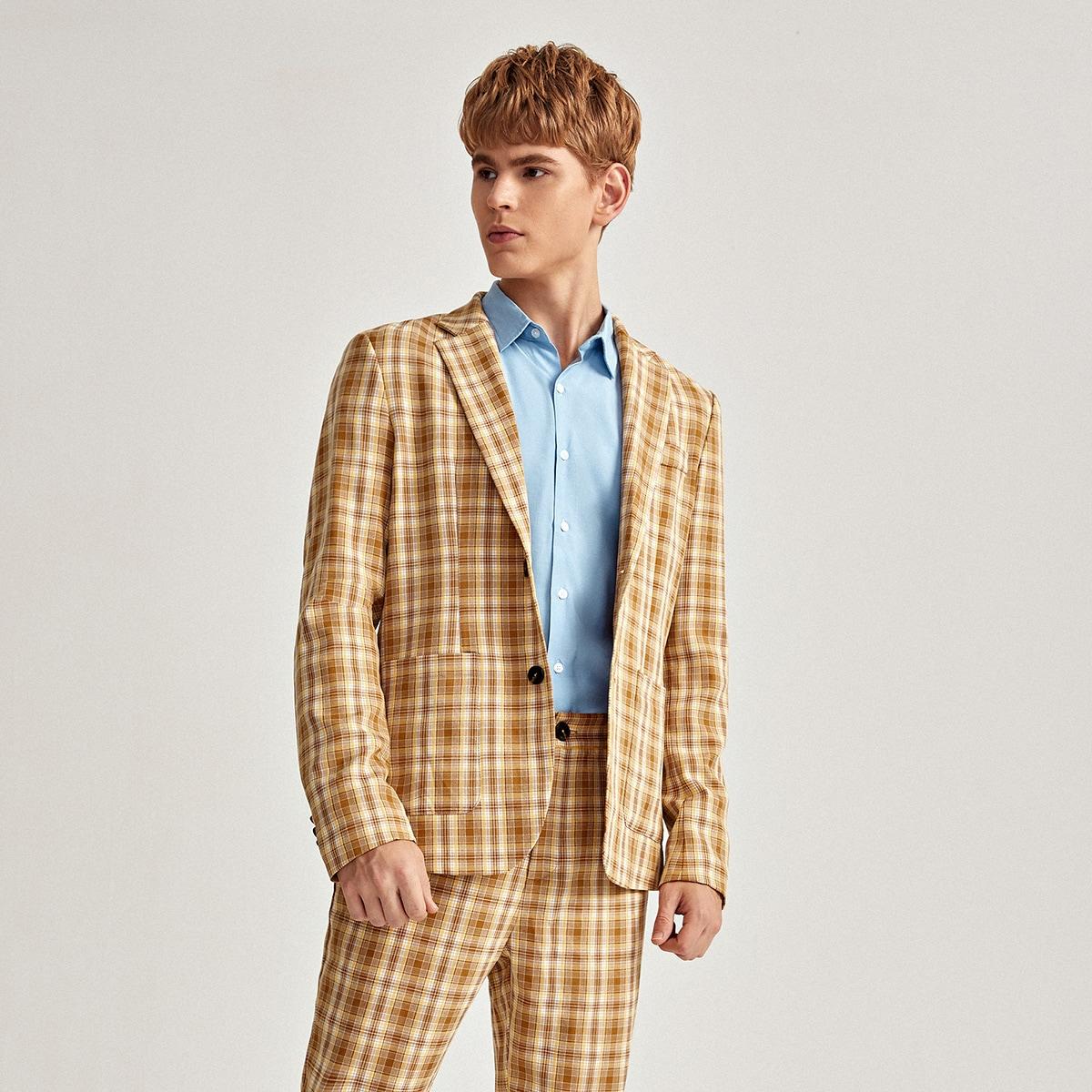 Мужской пиджак в клетку с карманом и лацканом