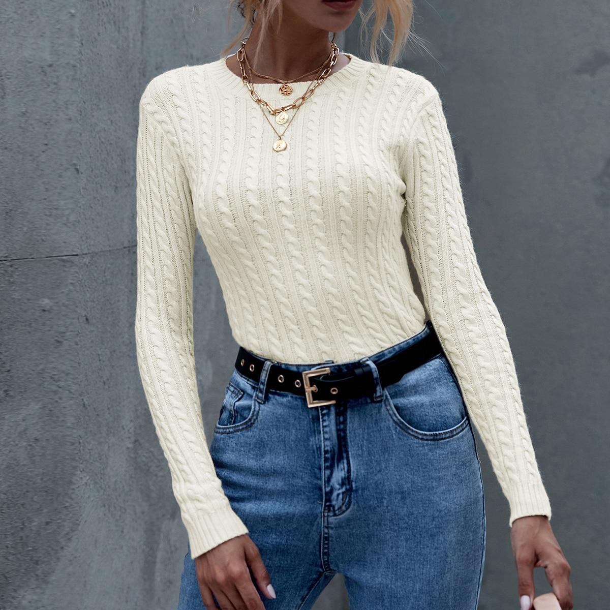 Вязаный свитер с круглым воротником