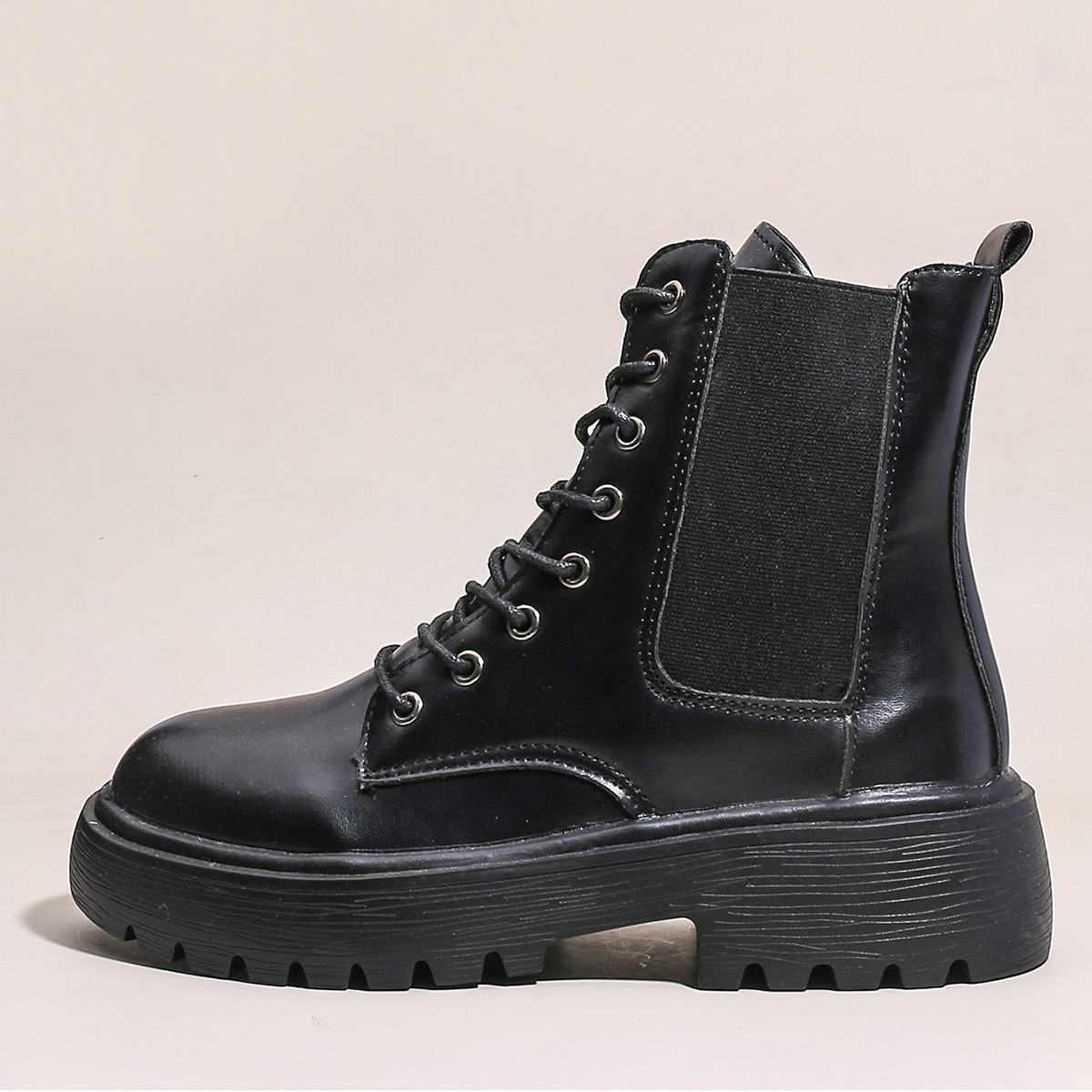 Сапоги на шнурках
