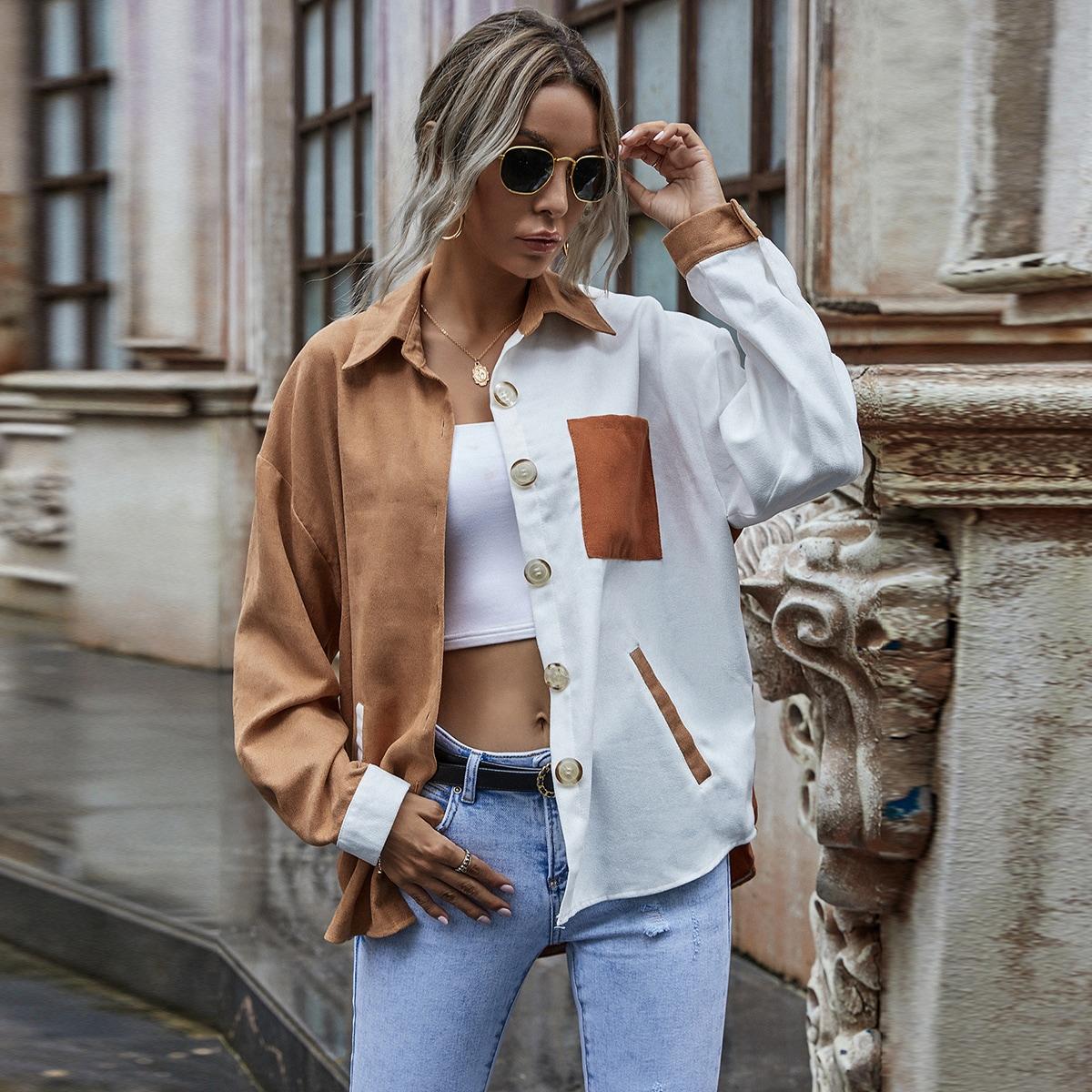 Вельветовое контрастное пальто с карманом