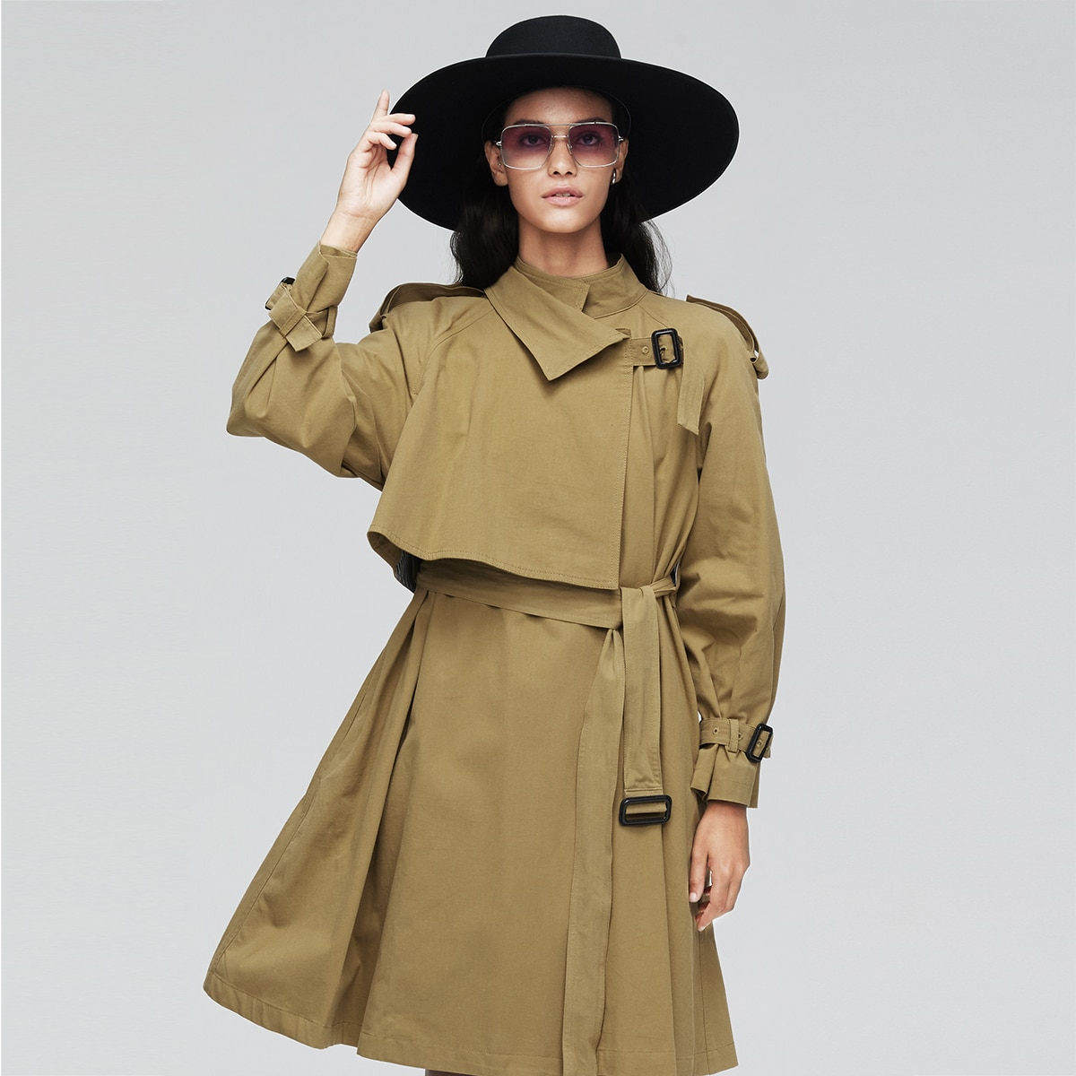 Пальто с карманом и поясом