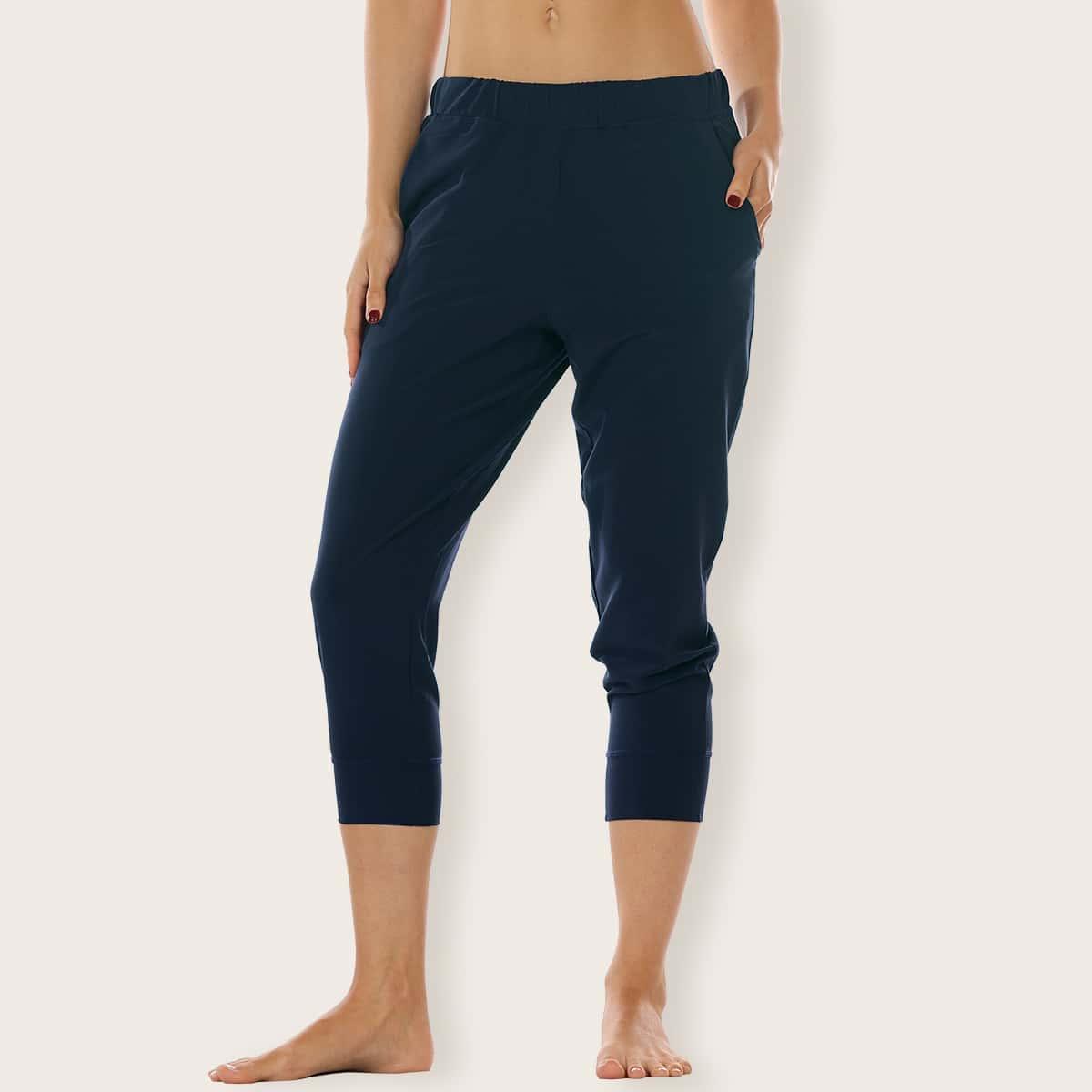 однотонные спортивные брюки капри с эластичной талией