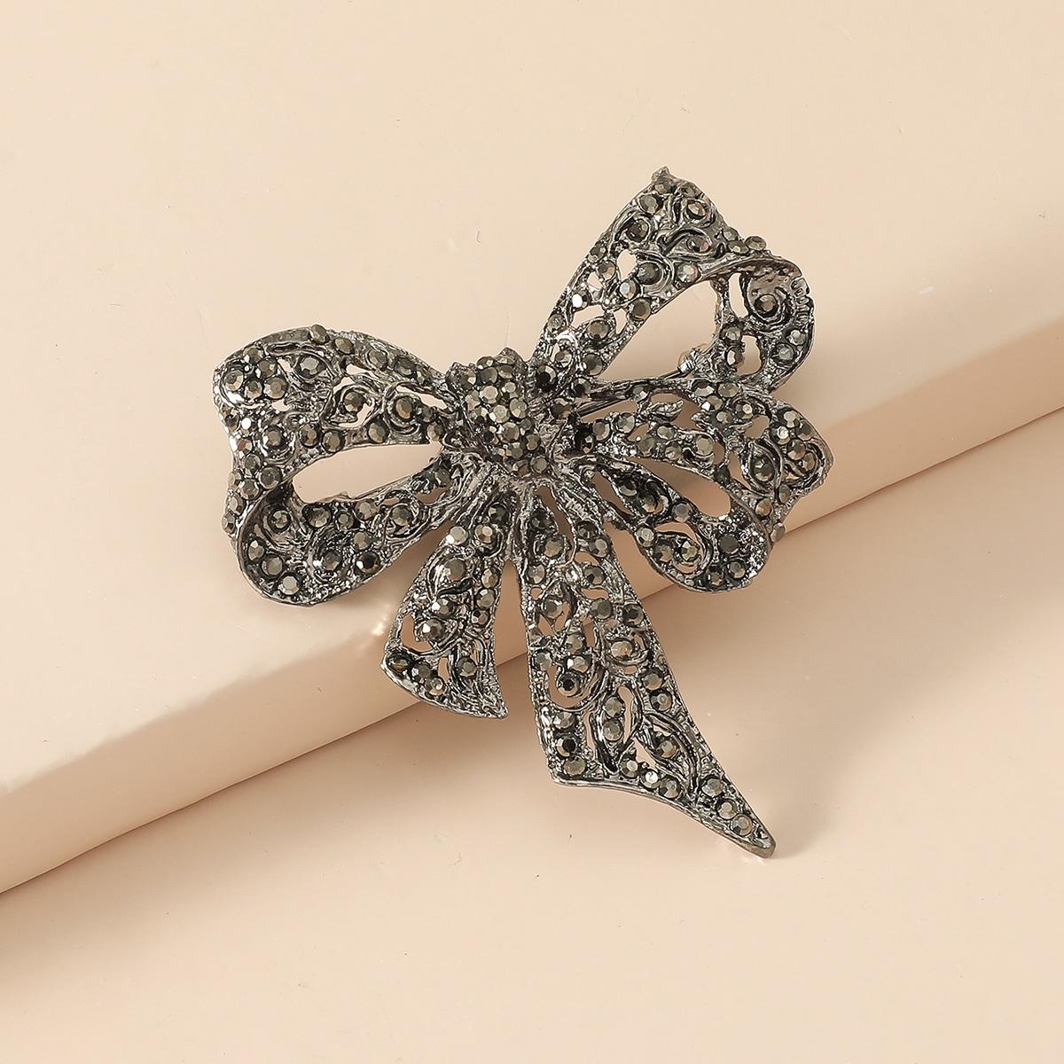 Rhinestone Decor Bow Design Brooch