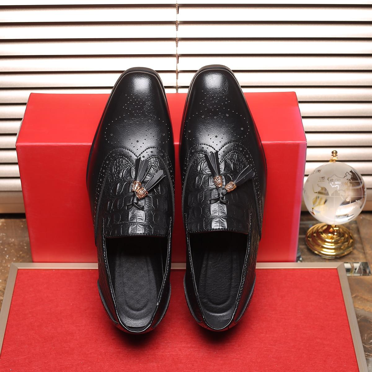 Мужские официальные туфли с рельефным узором