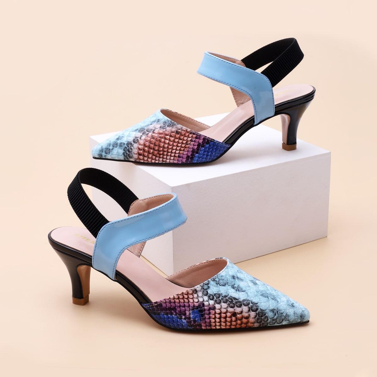 Остроконечные туфли на каблуках с змеиным принтом