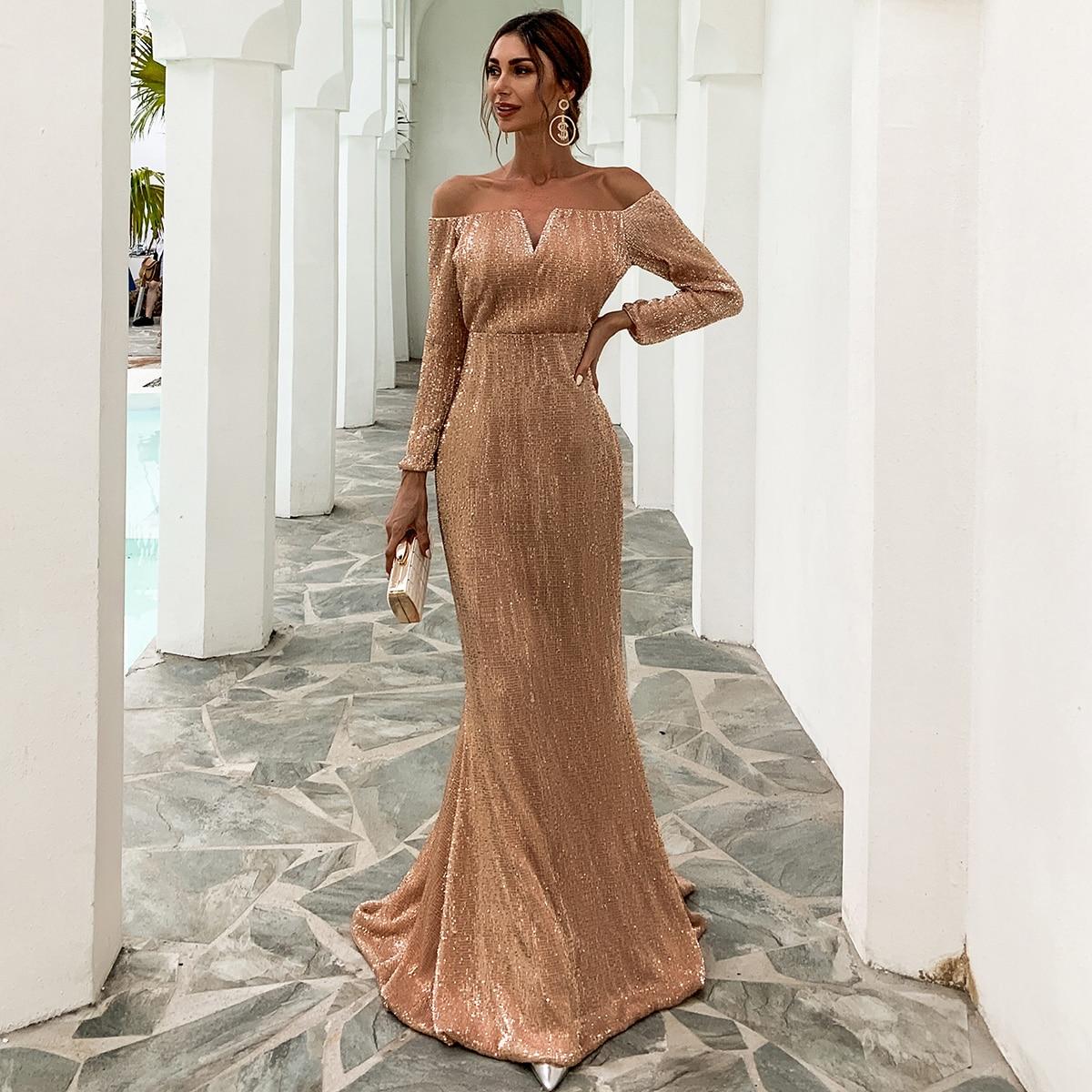 Платье-русалка с открытыми плечами и блестками
