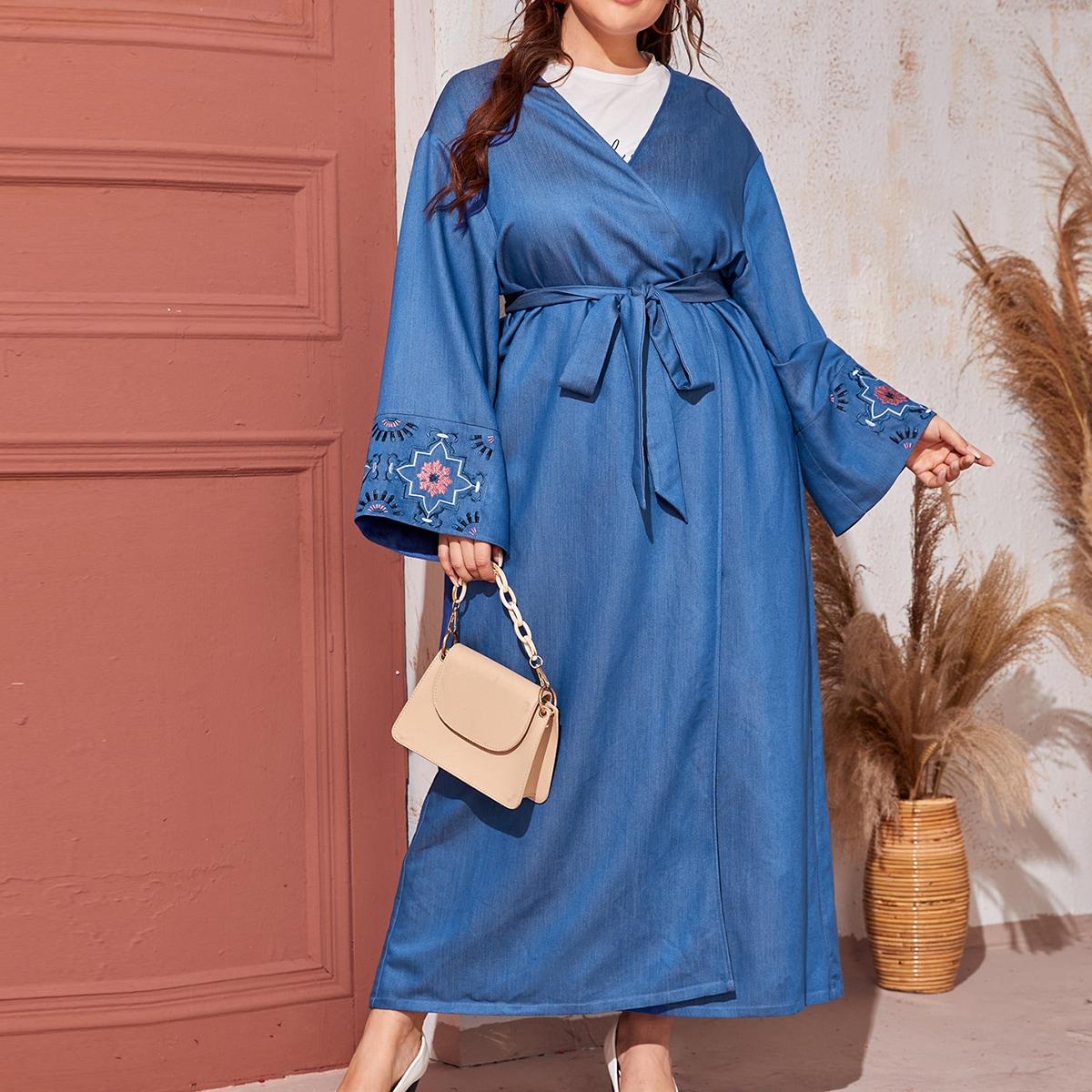 С вышивкой со цветочками кимоно размер плюс