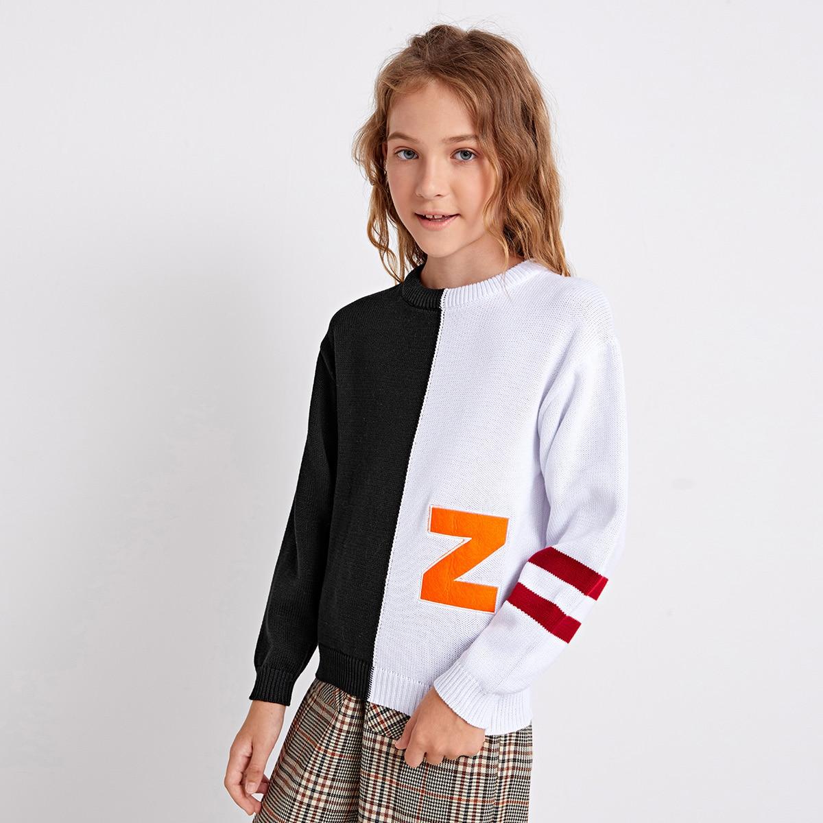 Контрастный свитер с вышивкой и полосками