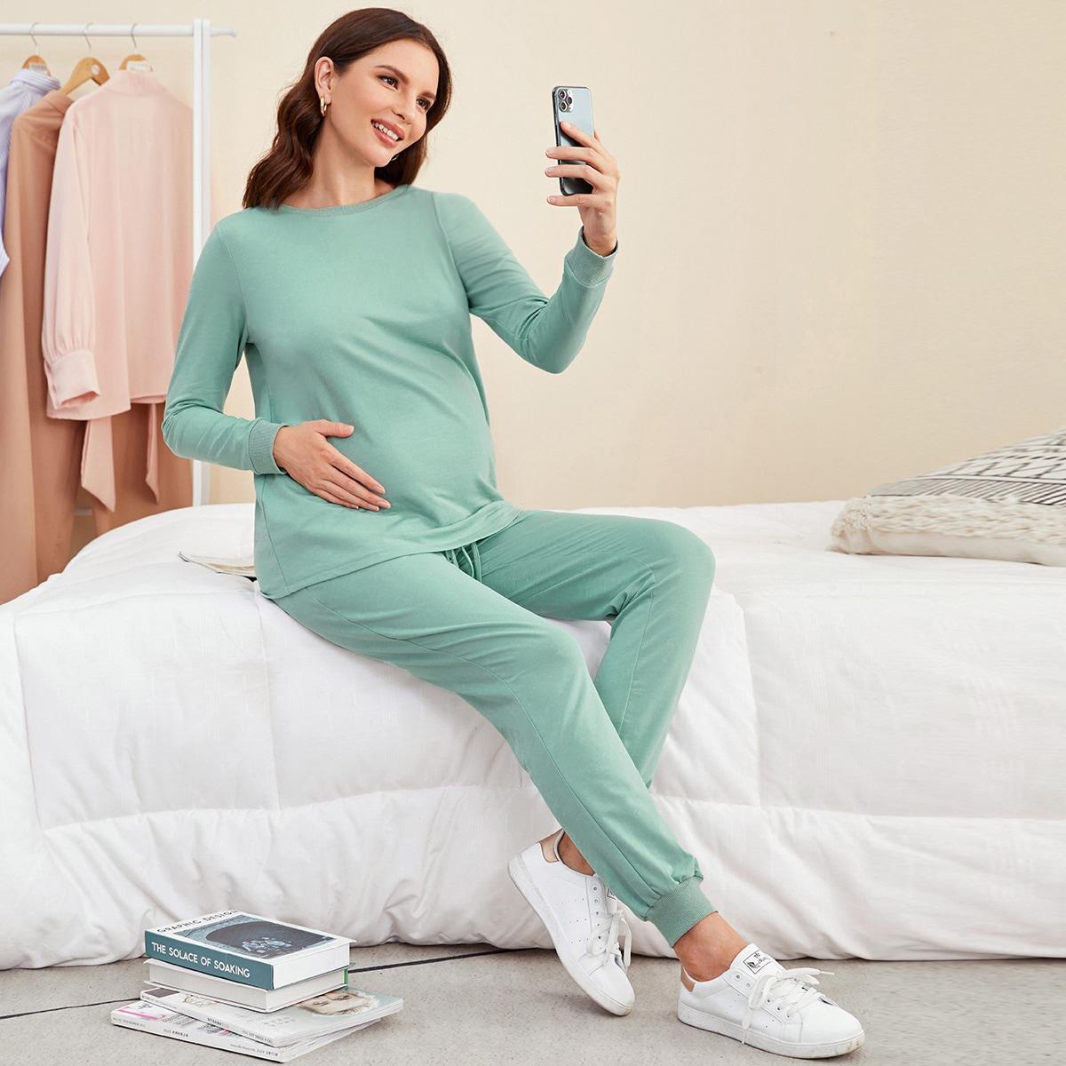 Однотонный пуловер и спортивные брюки для беременных