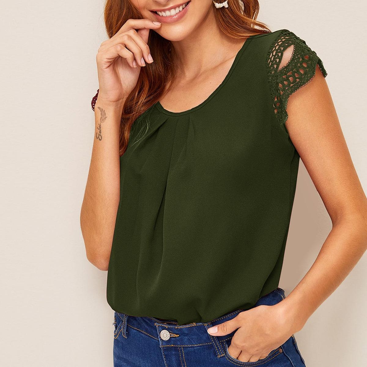 Оригинальная блузка с кружевной отделкой
