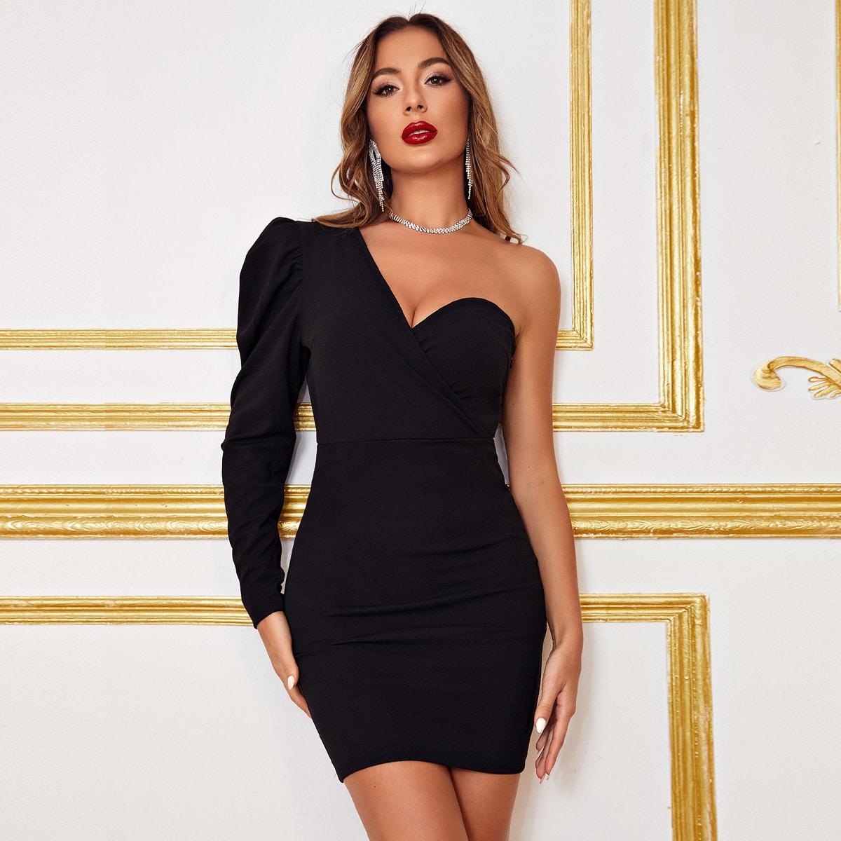 Платье на одно плечо с пышными рукавами