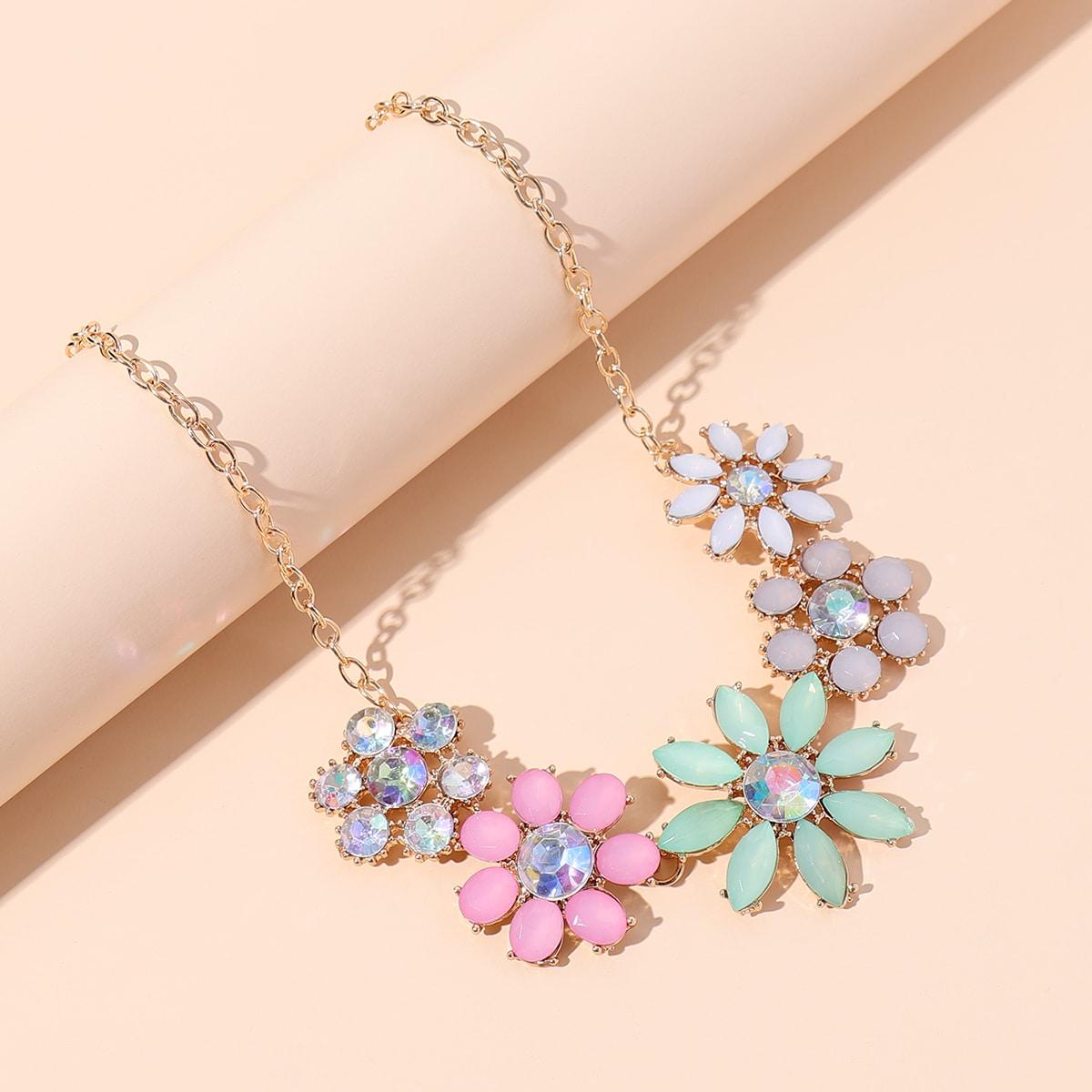 Collier avec pierre et fleur