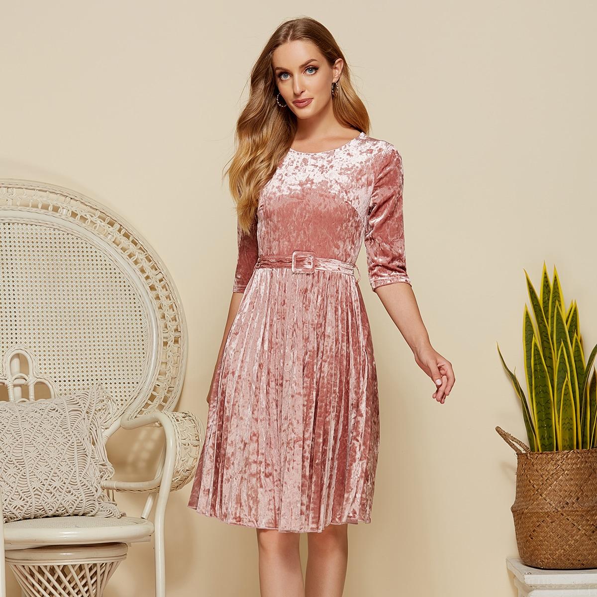 бархатаное плиссированное платье с поясом