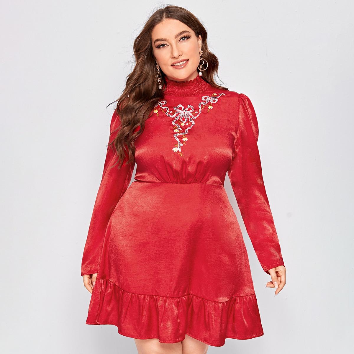 Атласное платье размера плюс с цветочной вышивкой