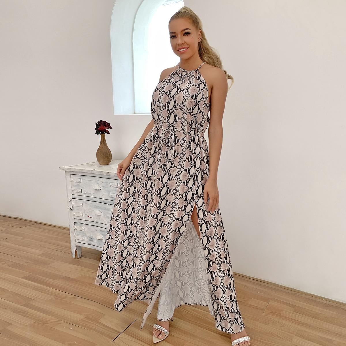 Платье-халтер с змеиным принтом и разрезом