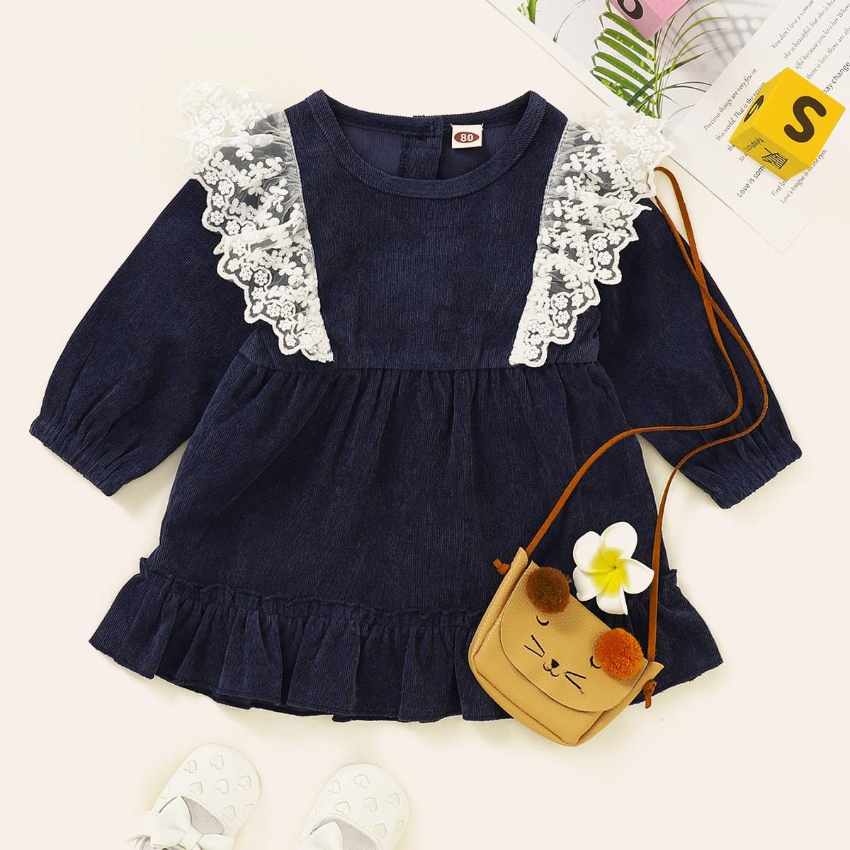 Вельветовое платье с оборкой и кружевной отделкой для девочек
