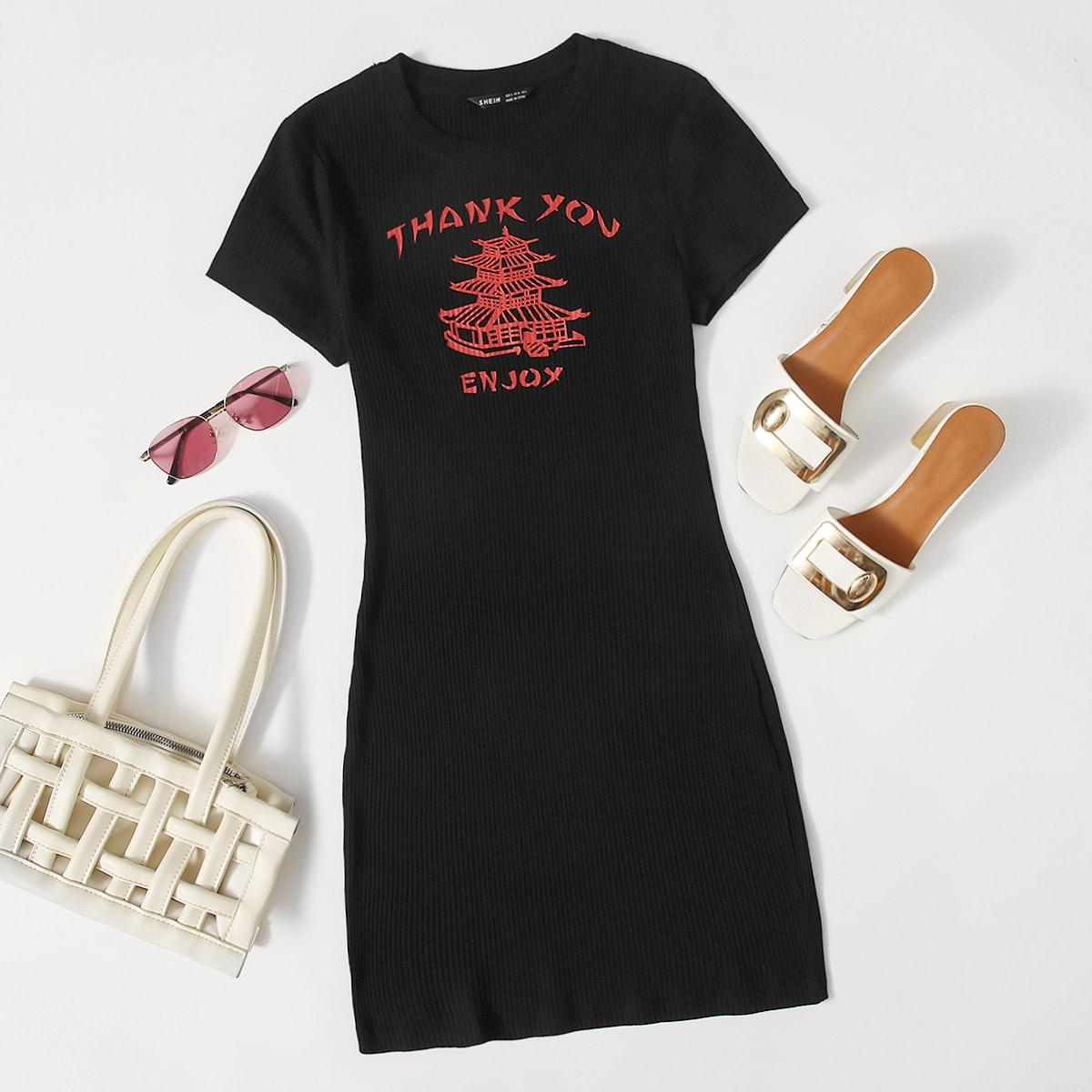 Облегающее трикотажное платье с оригинальным принтом