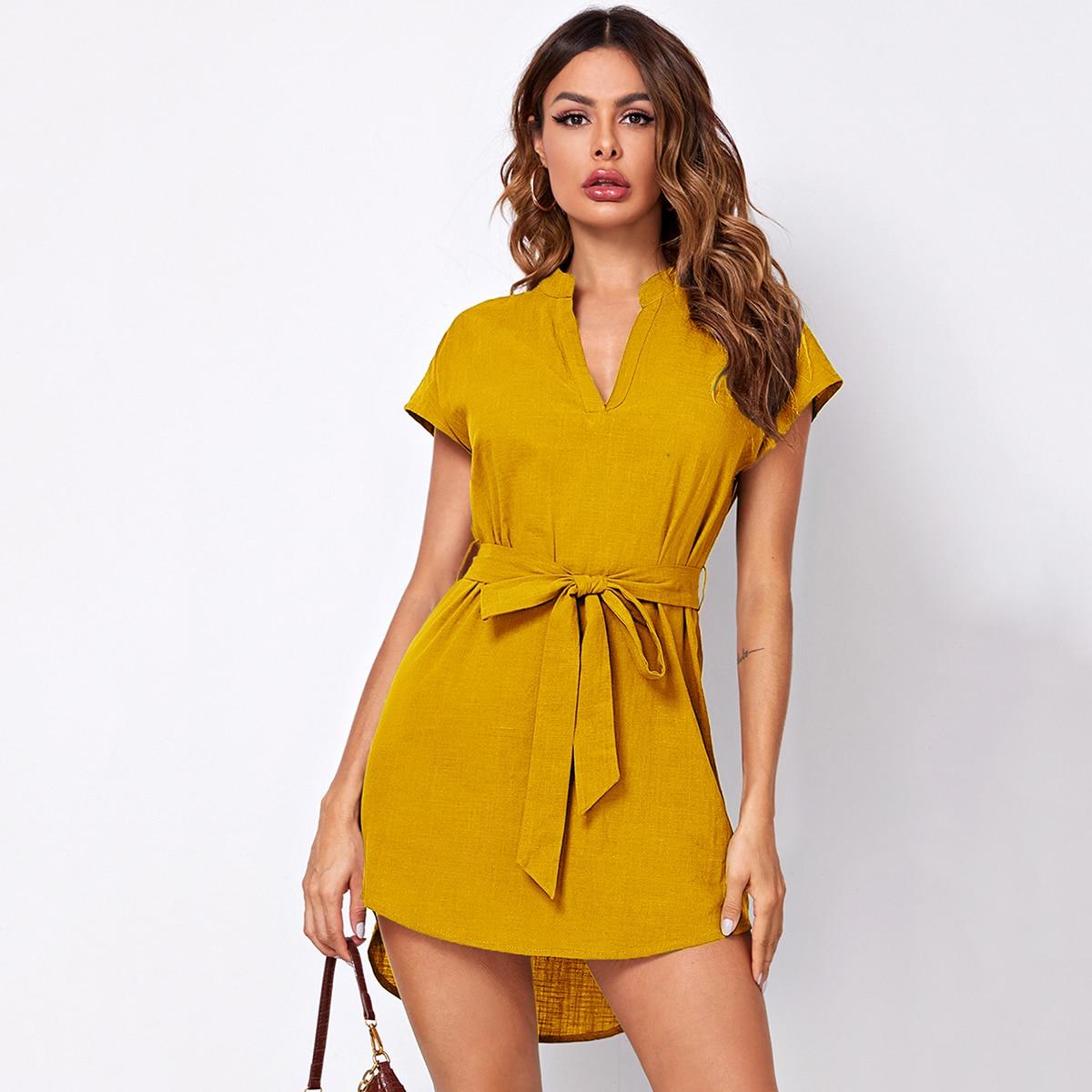 Асимметричное платье с оригинальным рукавом и поясом