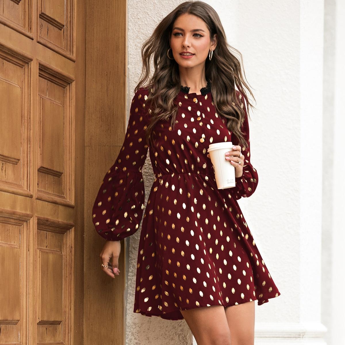 Платье в горошек с кружевной отделкой