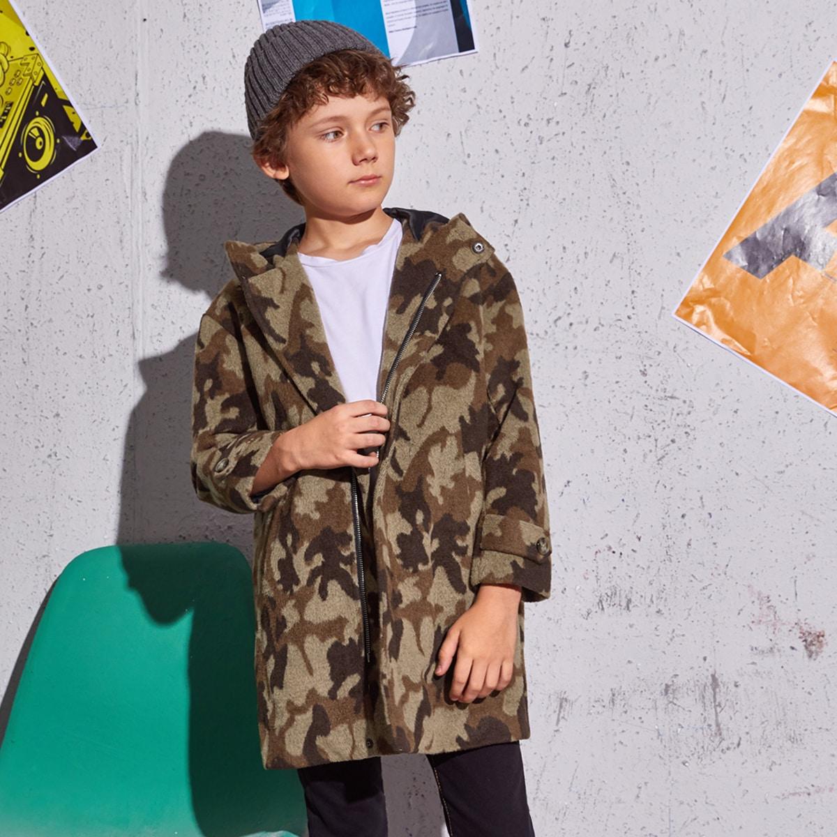 Mantel mit Camo Muster, Reißverschlussleiste und Kapuze