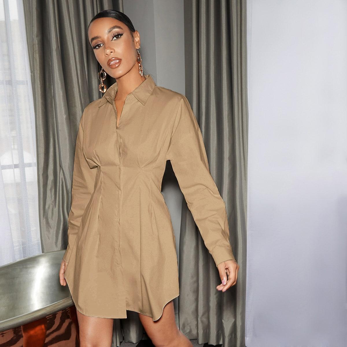Стильное платье с пуговицами
