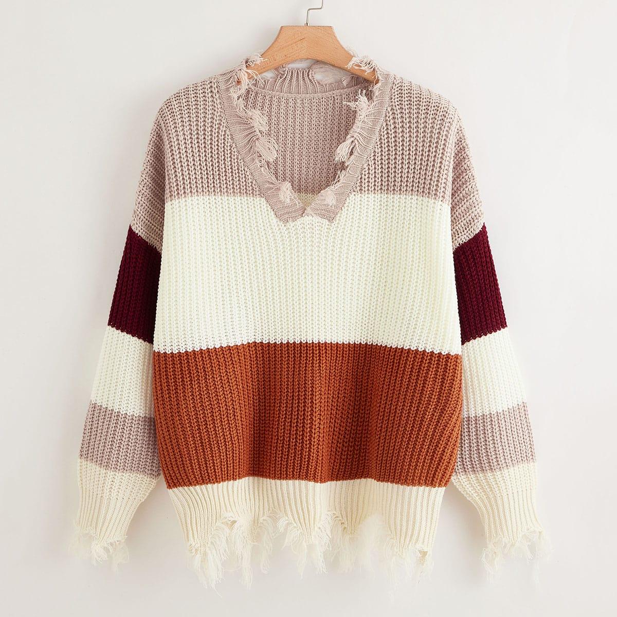 Контрастный свитер размера плюс