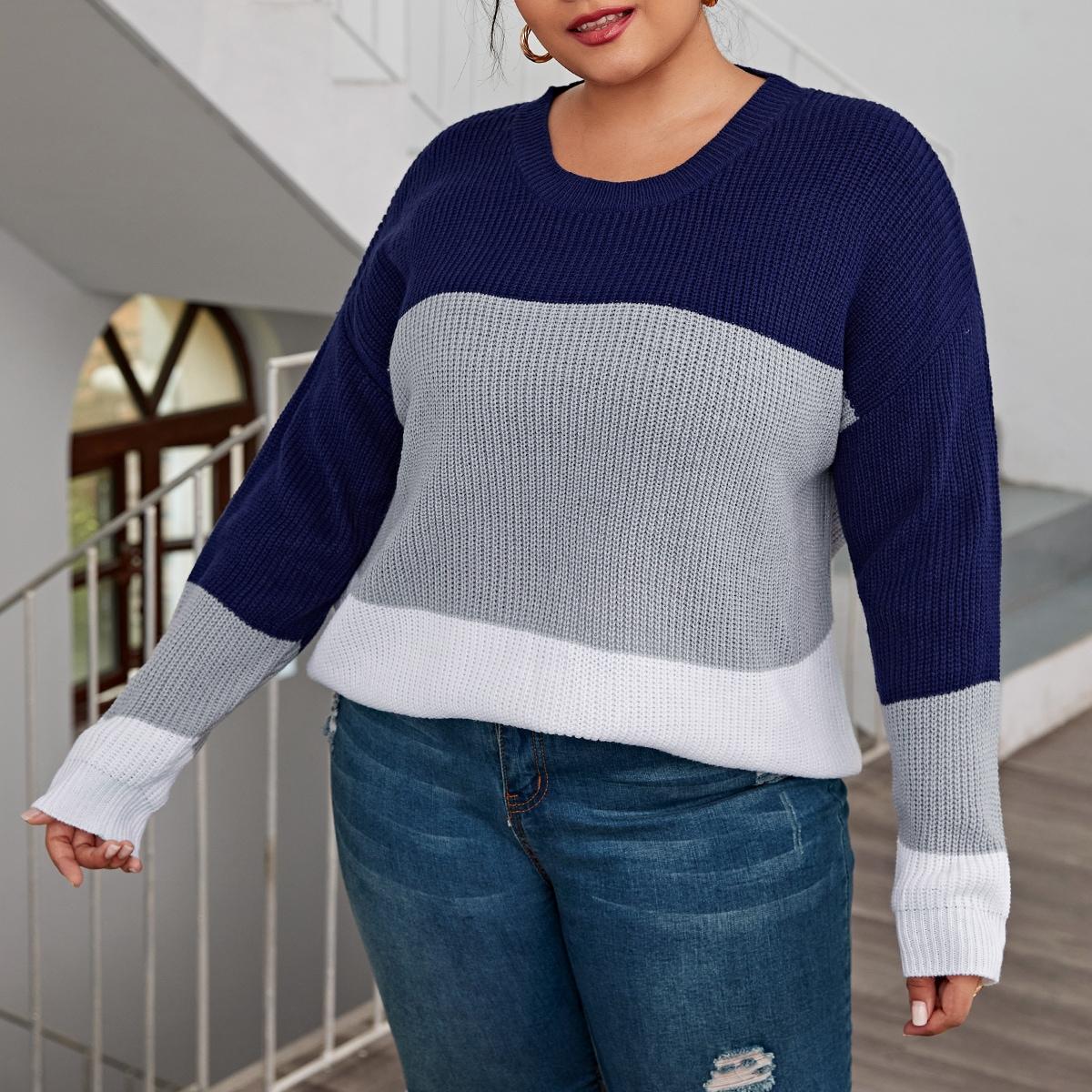 Контрастный свитер размера плюс с круглым воротником