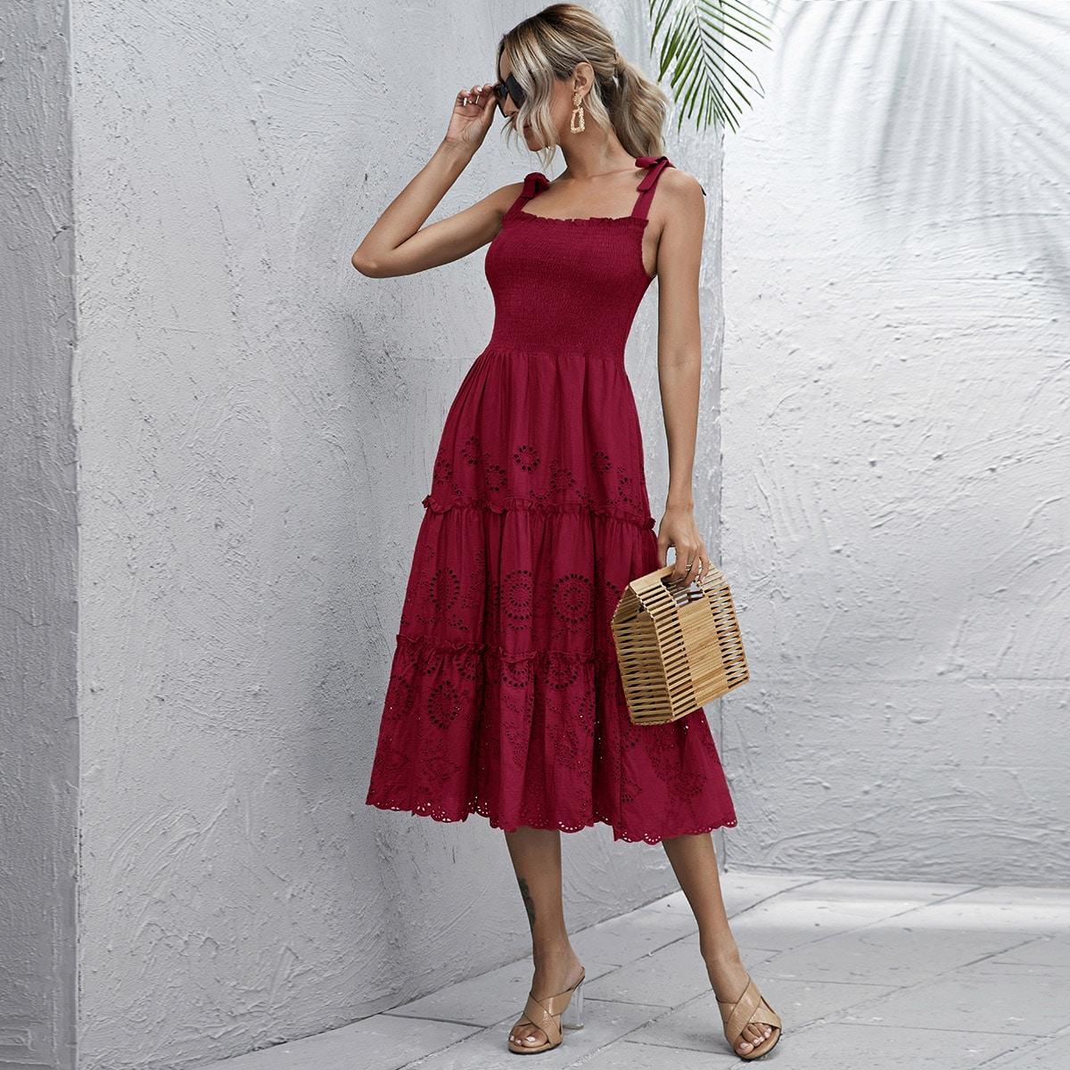 Стильное платье на бретелях