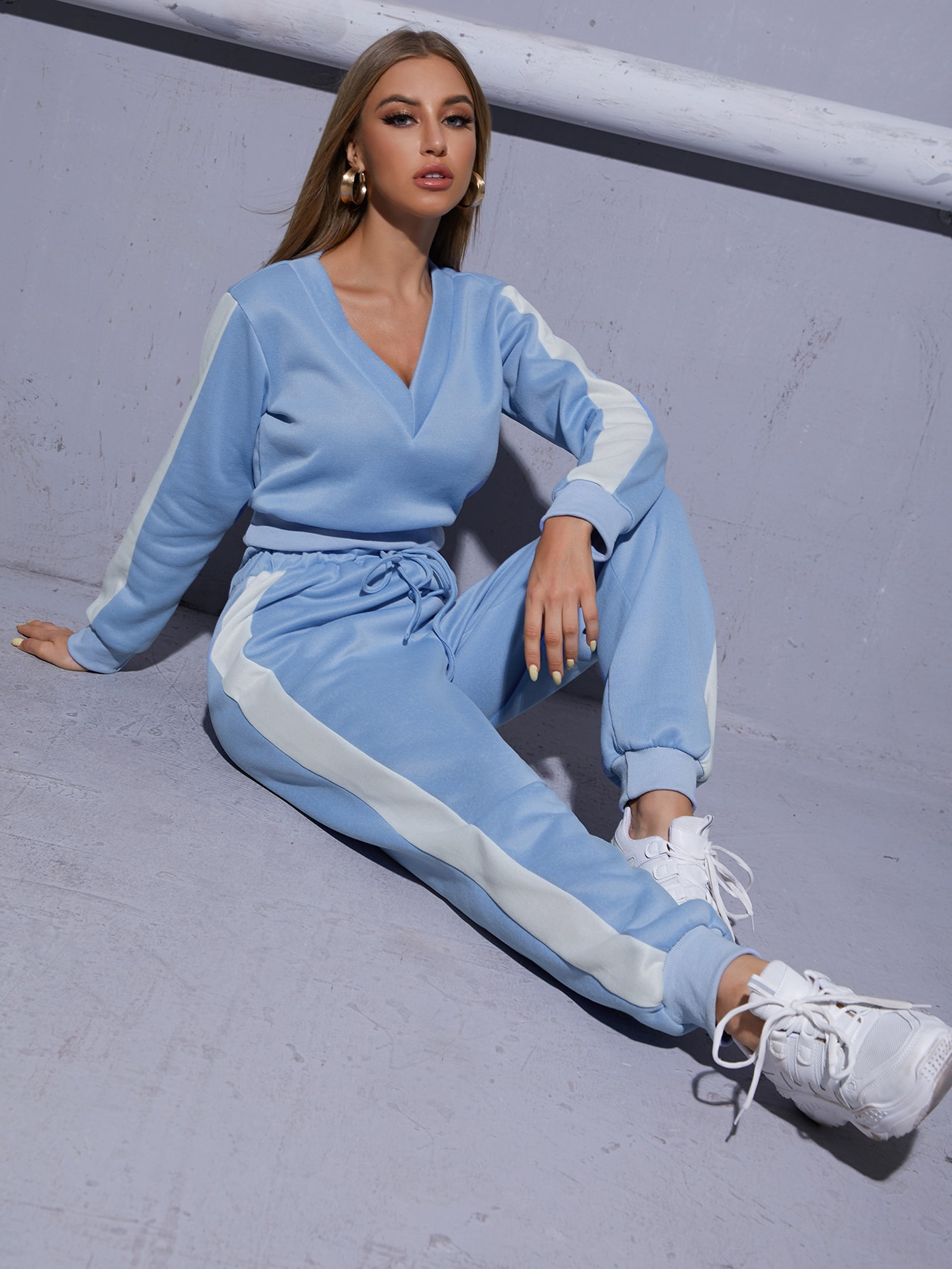 Contrast Sideseam Sweatshirt And Paper Bag Waist Sweatpants thumbnail