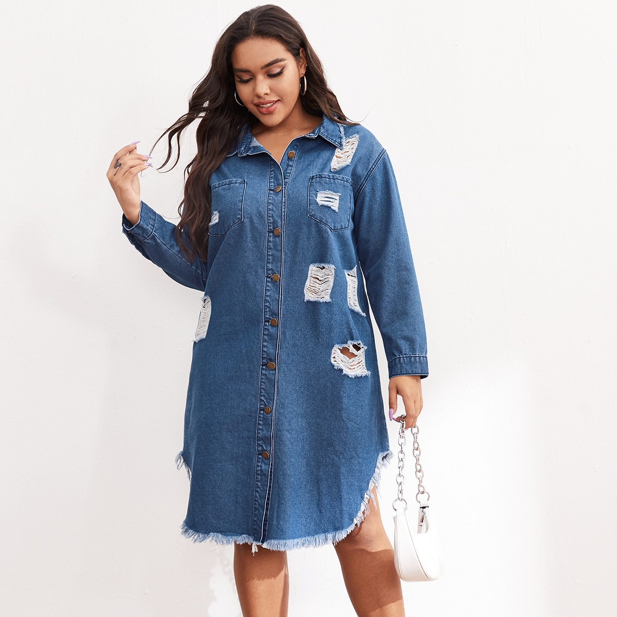 Рваное джинсовое платье размера плюс