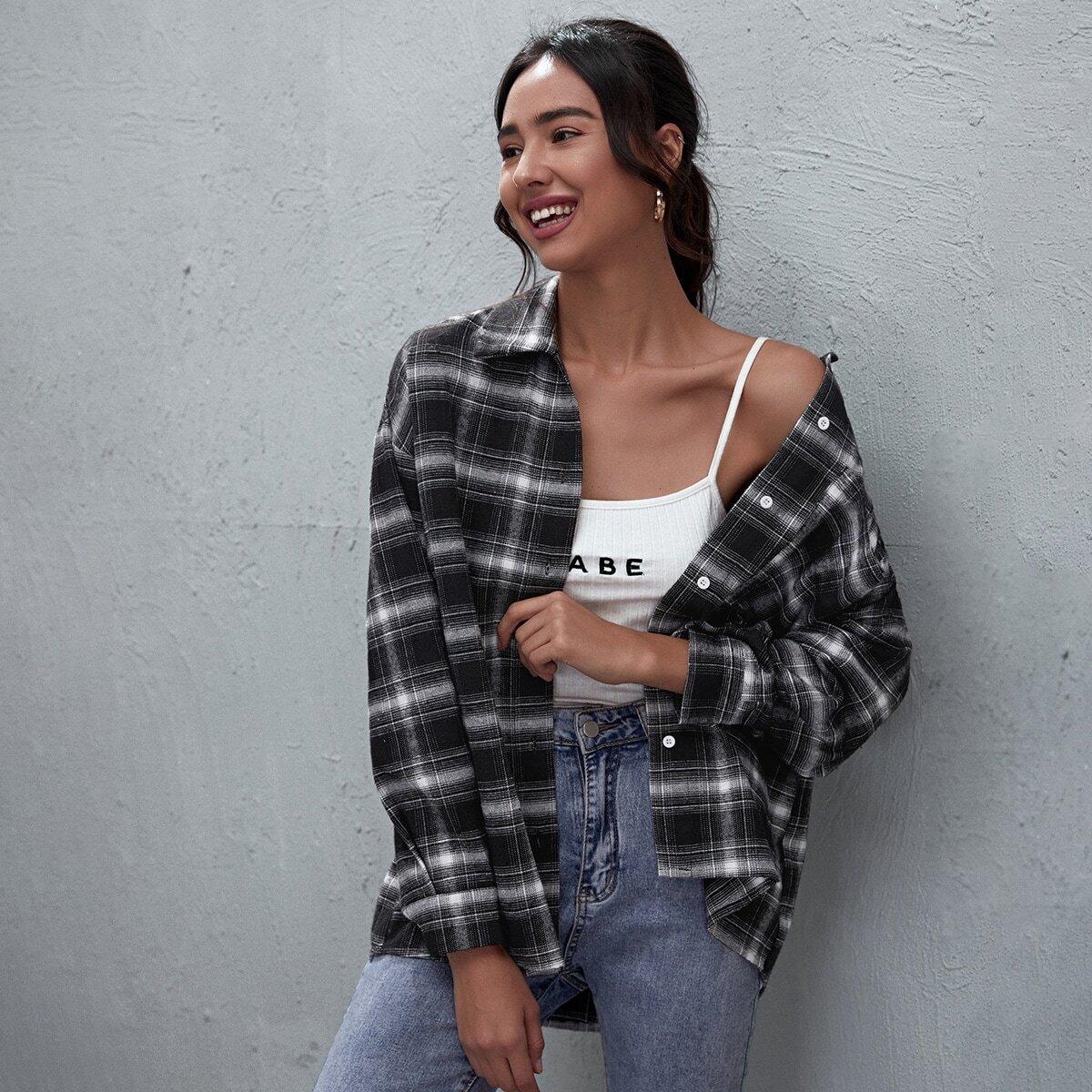Однобортная блуза в клетку с карманом