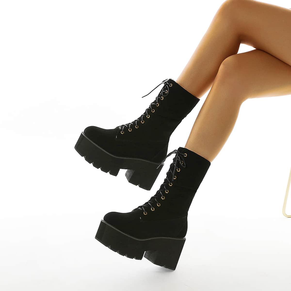 Сапоги с массивным каблуком на шнурках