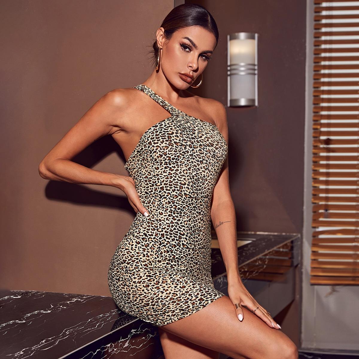 Облегающее платье с леопардовым принтом на одно плечо