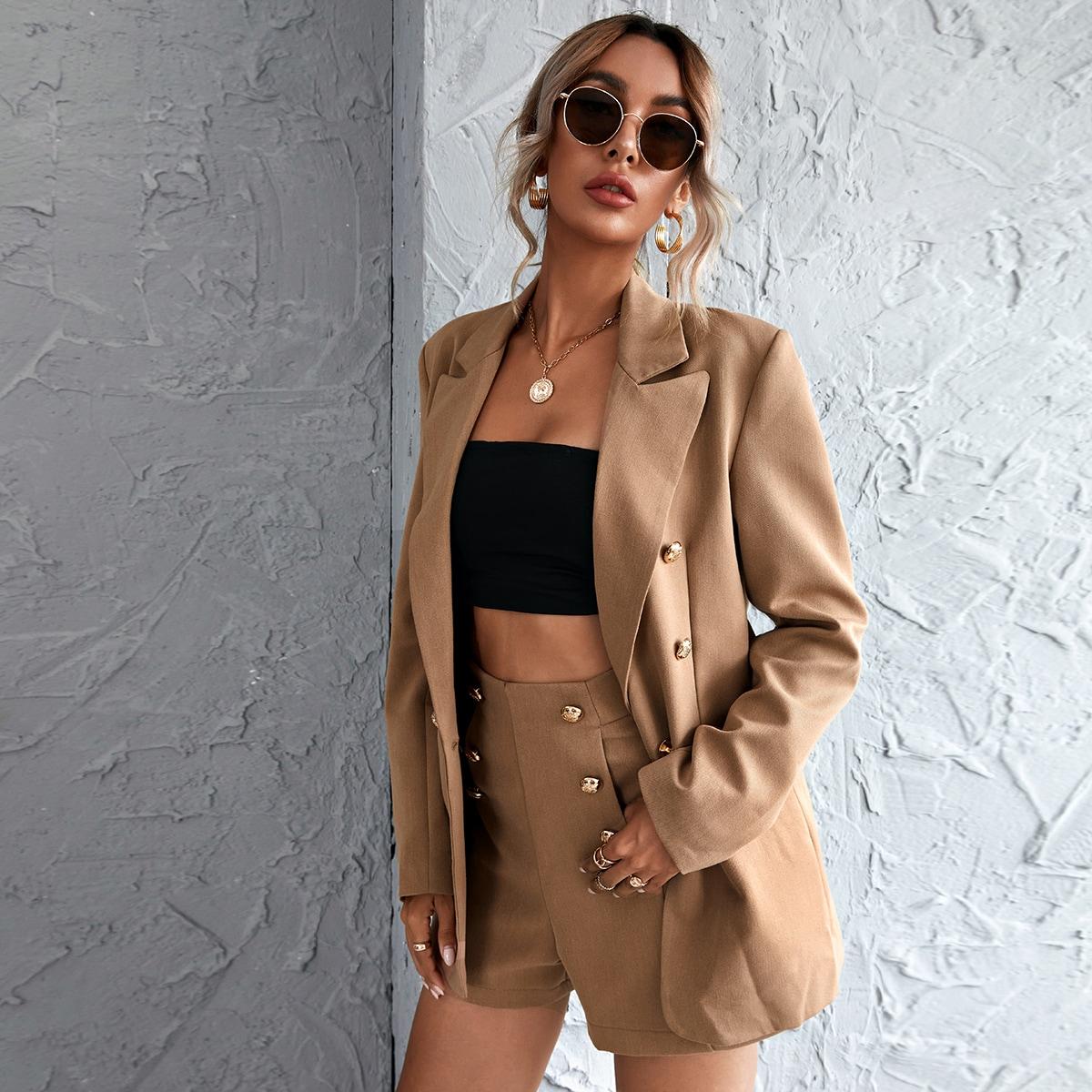 Двубортный пиджак с широкими отворотами