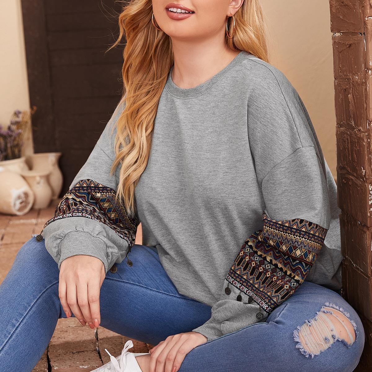 Пуловер оверсайз с вышивкой размера плюс