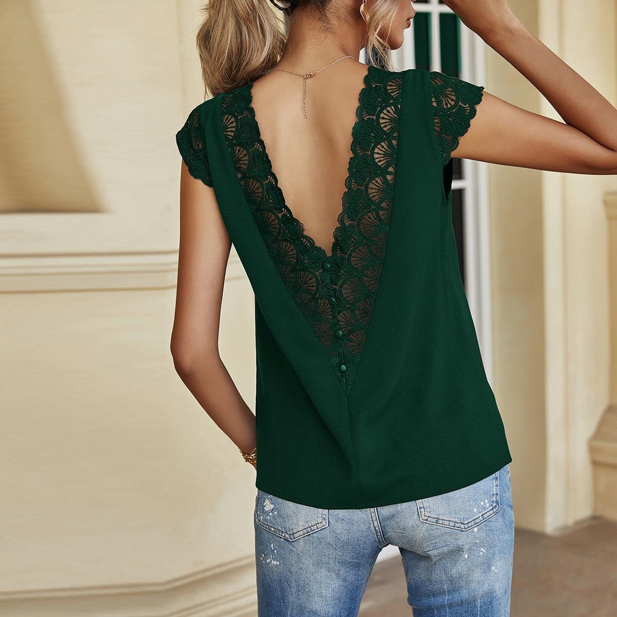 Однотонная блуза на пуговицах с кружевом