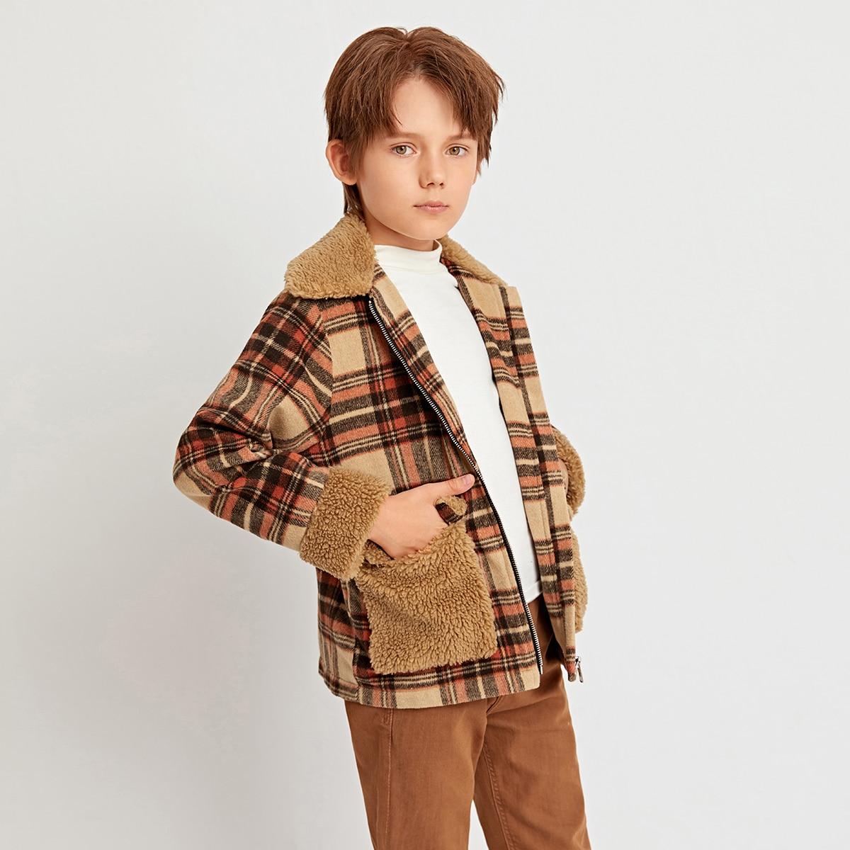 Mantel mit Kontrast Lammfell, Taschen Klappe und Karo Muster