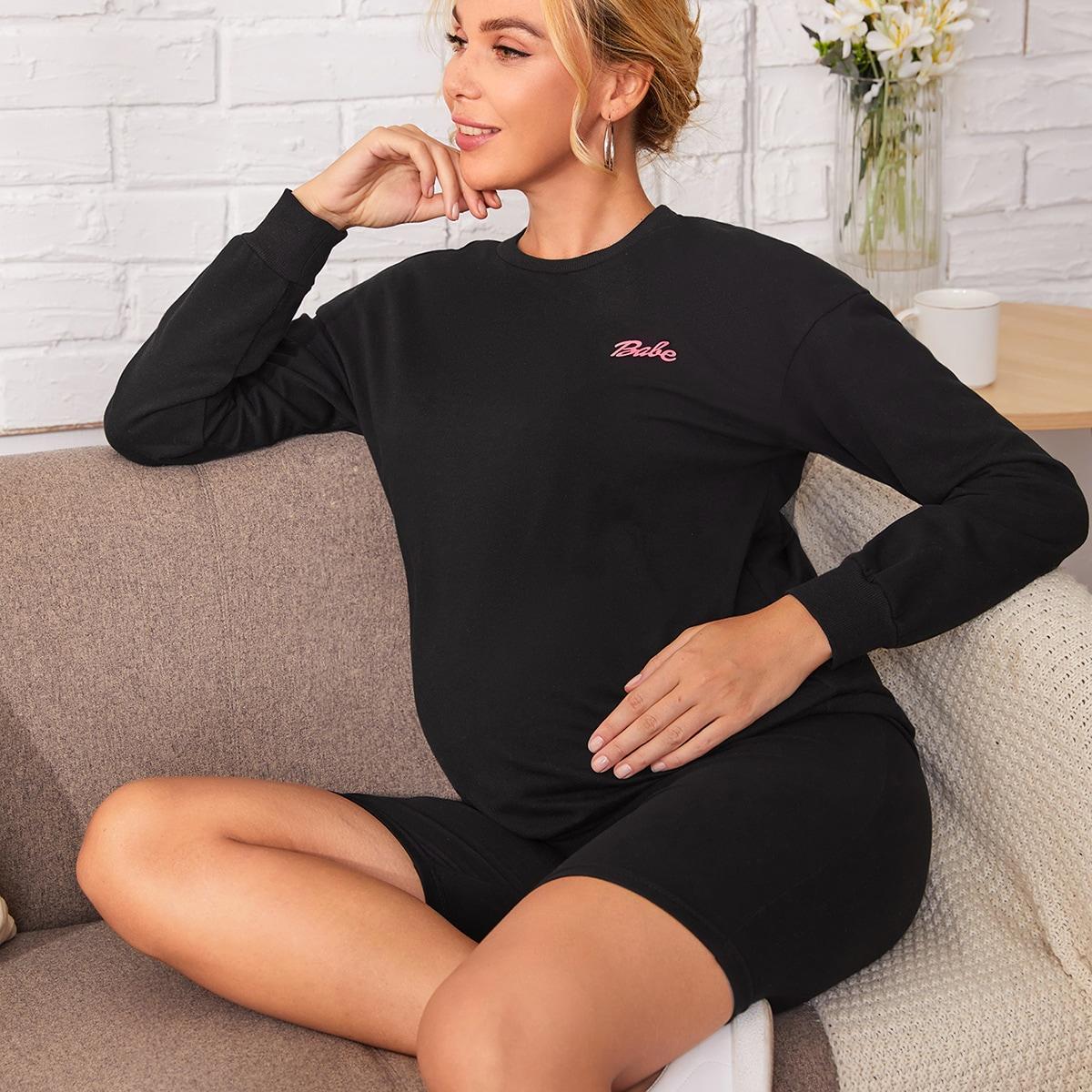 Байкерские шорты и пуловер с текстовым принтом для беременных