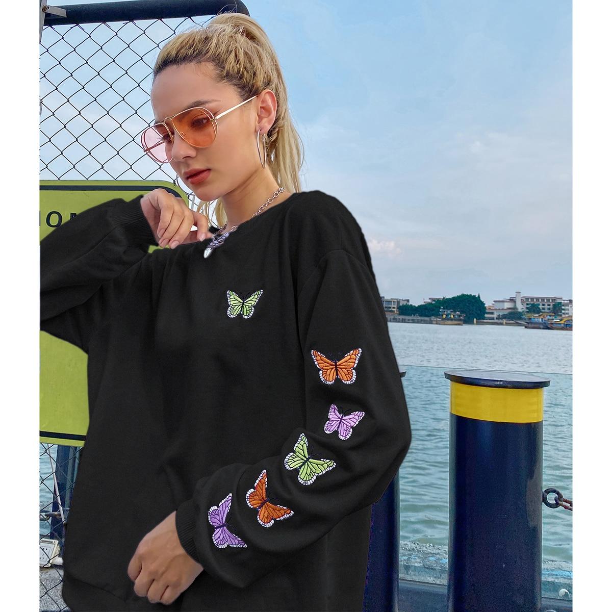 Свитшот с вышивкой бабочки