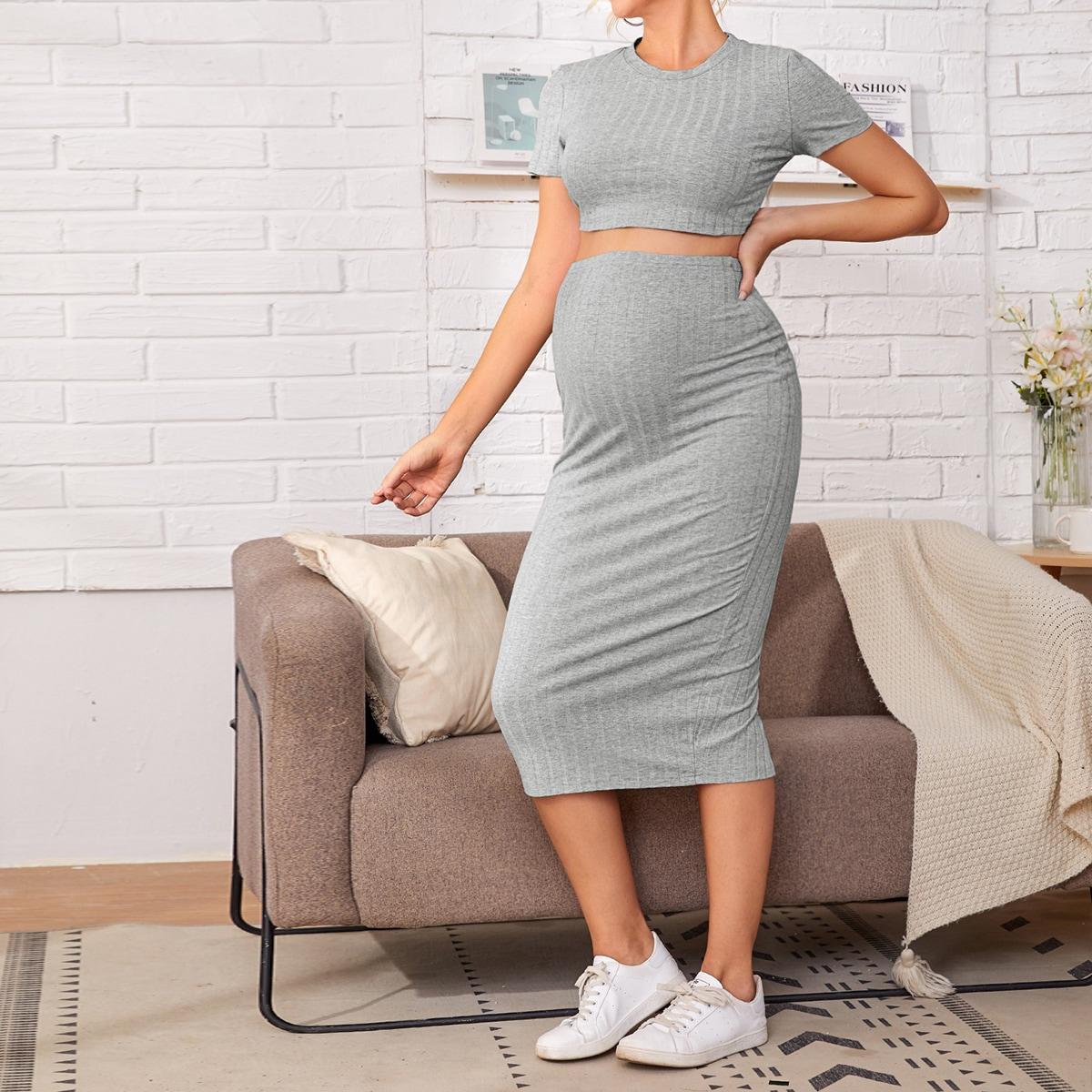 Трикотажный короткий топ и юбка с разрезом для беременных